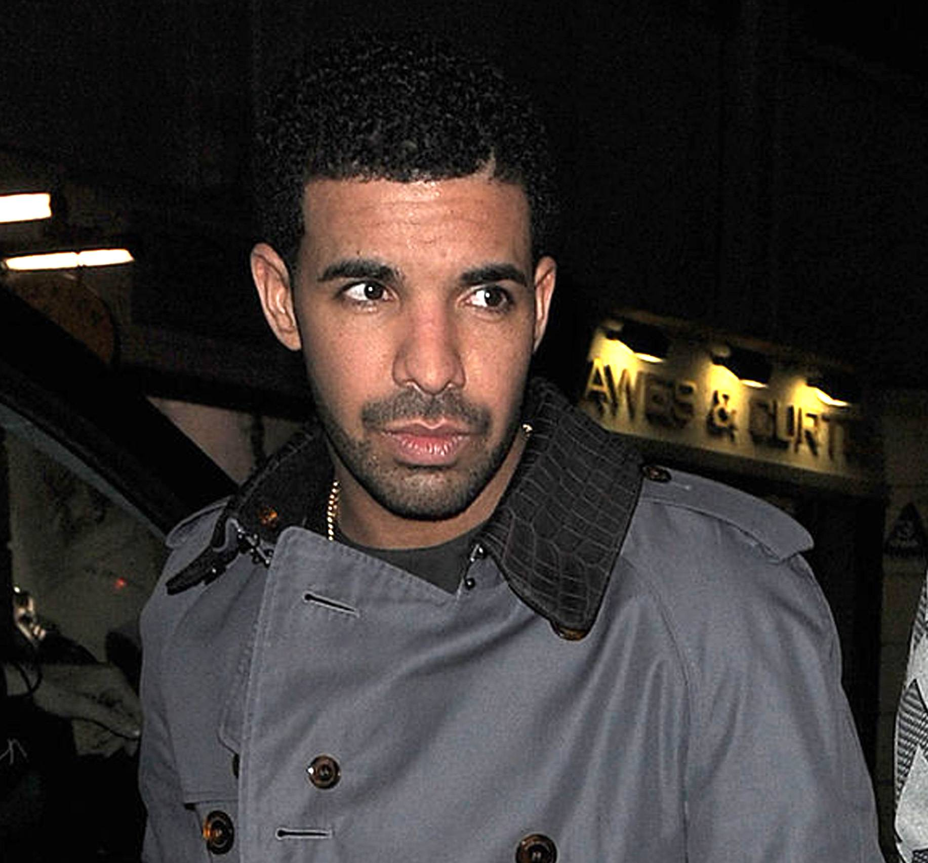 """Drake Flips Out on Rolling Stone Magazine - Drizzy went in onRolling Stoneforprintinga diss made """"off the record"""" about Kanye Westduring his feature story interview. He was also mad that he didn't get the cover of the publication that month.Tweet: """"I'm done doing interviews for magazines. I just want to give my music to the people. That's the only way my message gets across accurately.""""(Photo: Will Alexander/WENN.com)"""