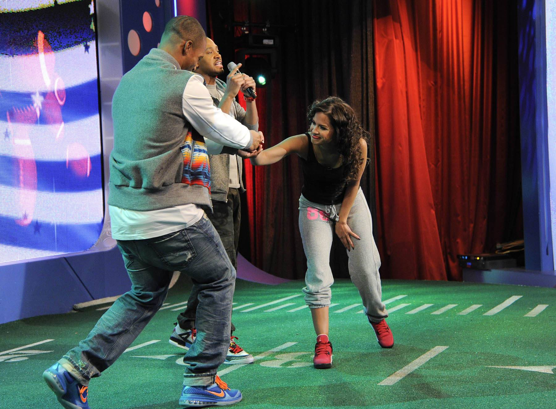 Must See - Victor Cruz and Rocsi Diaz make peace at the conclusion of their battle at 106 & Park, January 26, 2012. (Photo: John Ricard / BET)