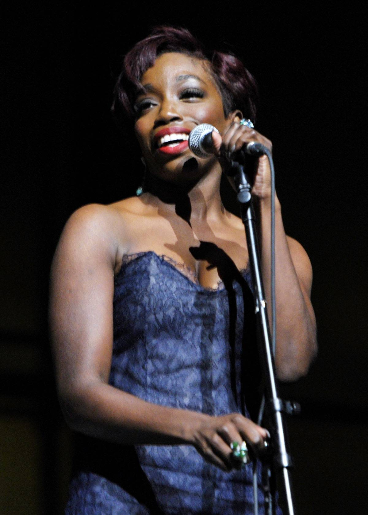 """Super """"Star""""  - In 2009, Estelle's song """"Star"""" was chosen to be used in Crystal Light commercials, so clearly, she was all about doing it big.  (Photo: John Shearer/Getty Images for Art of Elysium)"""