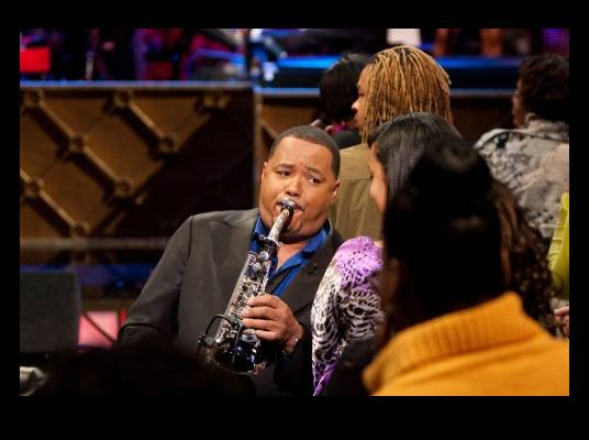 Najee - The award wining saxophone player was given his first saxophone by his mother, and has gone on to tour with Chaka Khan and Prince. Najee gives Mo?Nique a custom saxophone.<br><br>Photo Credit: Darnell Williams