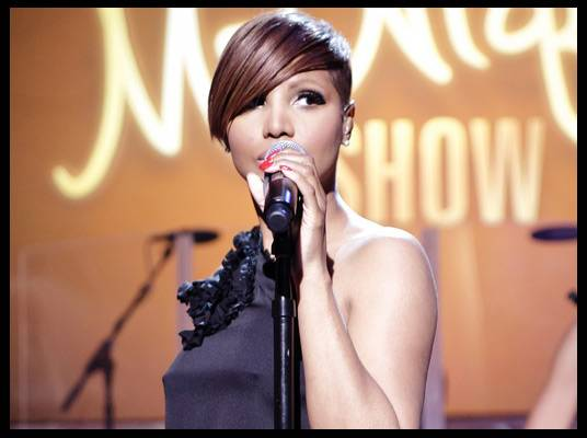 Toni Braxton - Toni performs ?Hands Tied? from her new album, ?Pulse,? and her hit song, ?Breathe Again.?