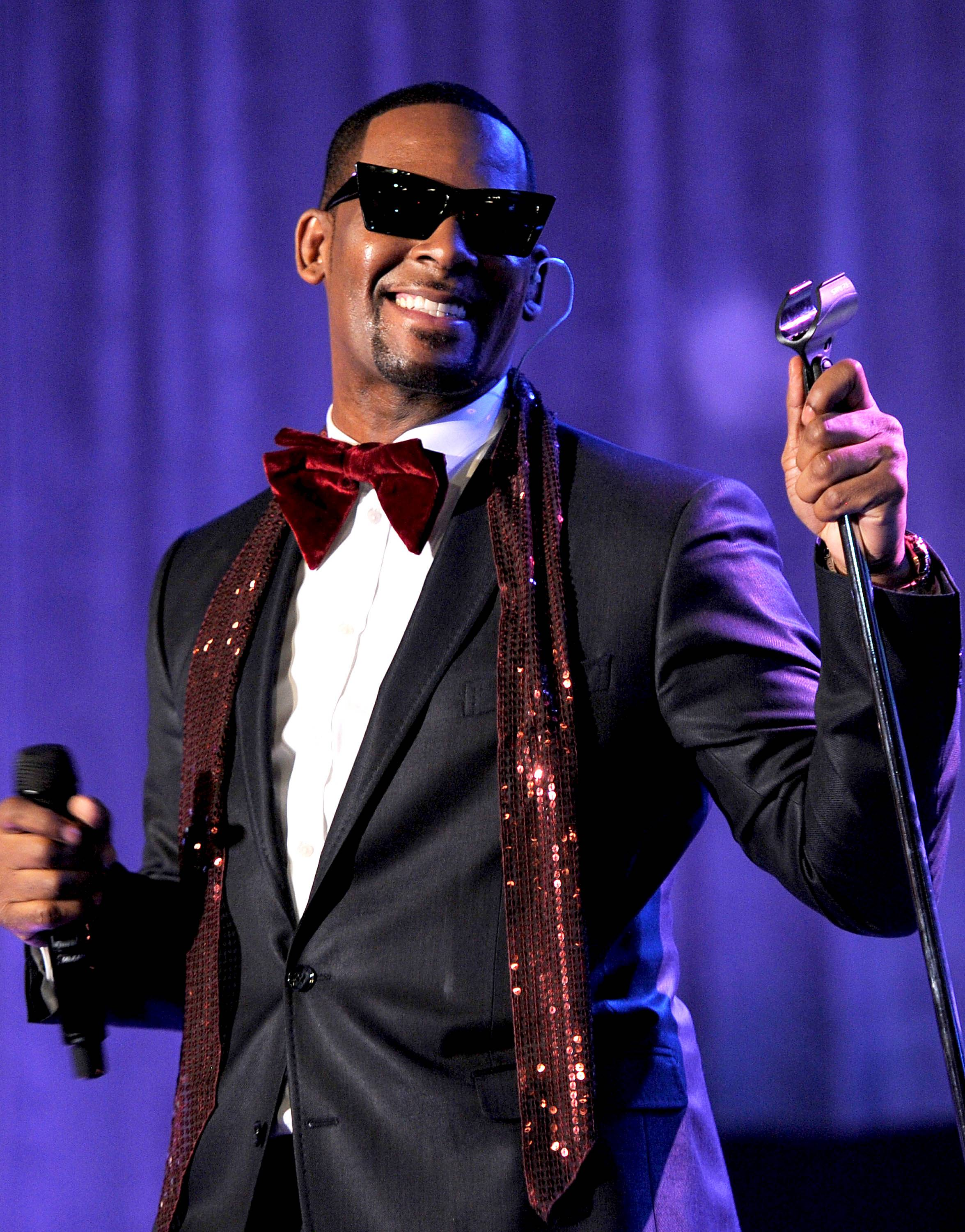 """R. Kelly (@KellZodiac)  - TWEET: """"It's been a long time coming but I finally feel a lot better about my throat since the surgery and this is the first song I wrote. Enjoy!"""" Shortly after confirming that his memoir would be released next year, R. Kelly releases his first song recorded since his throat surgery. (Photo: Larry Busacca/Getty Images)"""