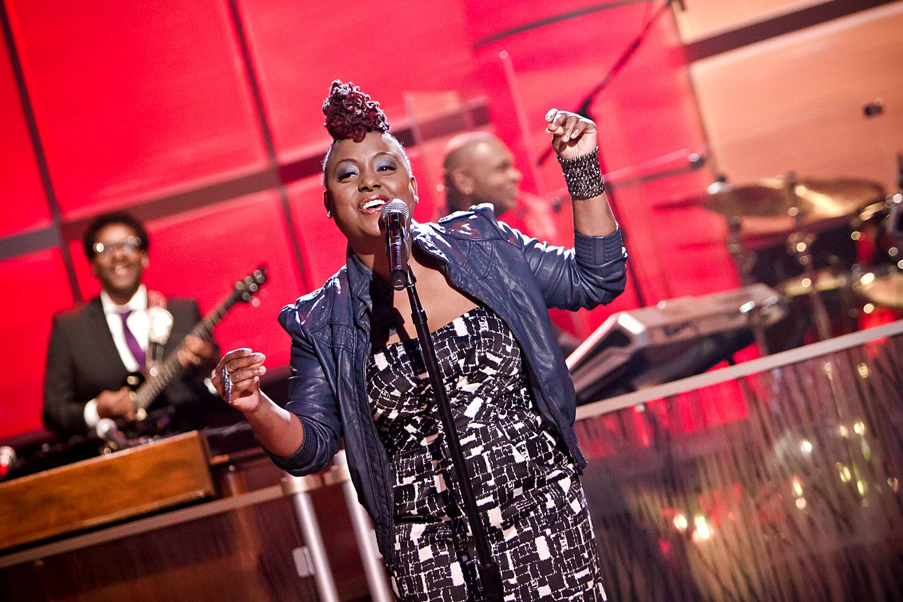 """More Pieces - Ledisi finishes the show with an encore performance, this time singing the song """"Shut Up"""".(Photo: Darnell Williams/BET)"""