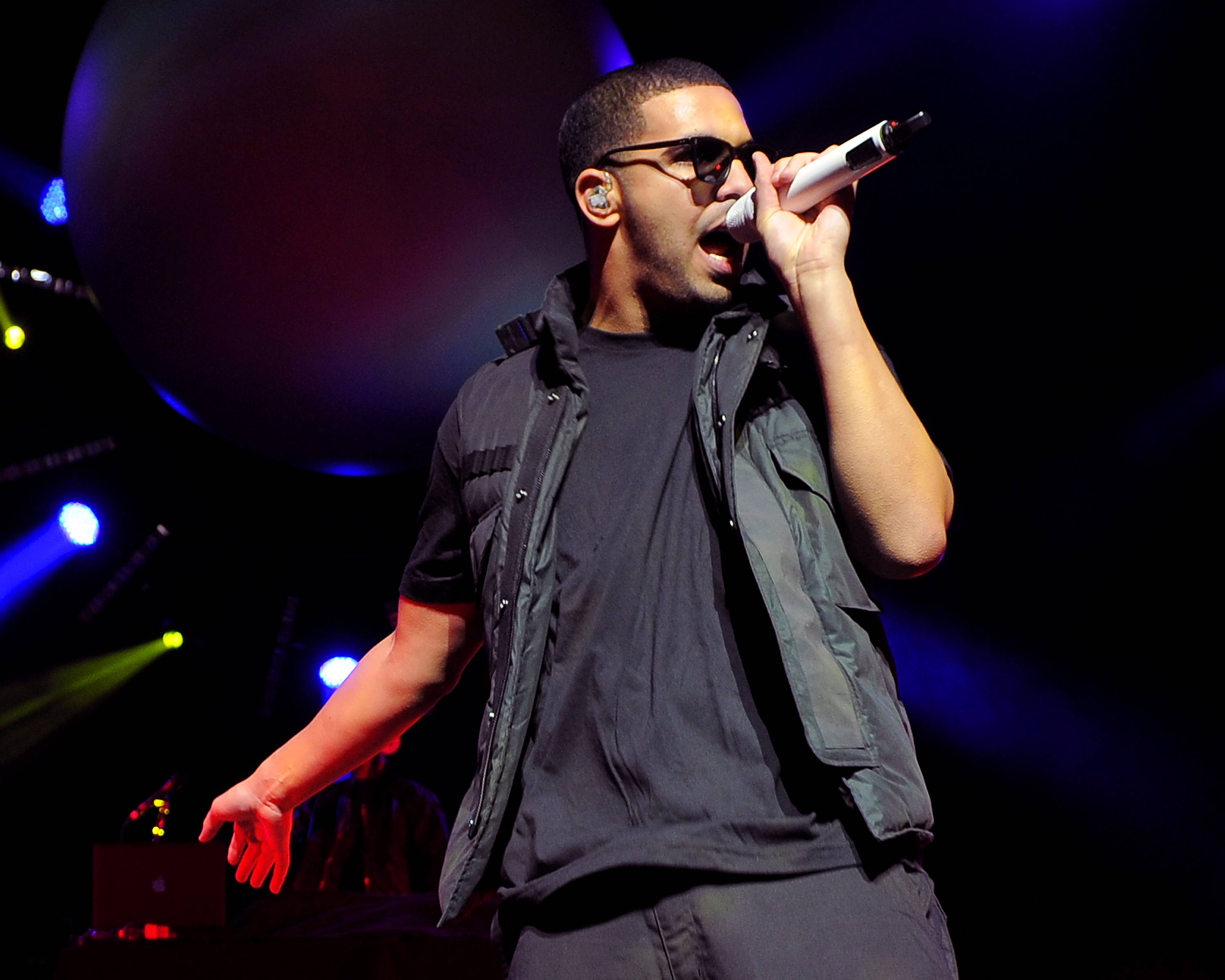 """Drake (@drakkardnoir) - The next time you see Drake, make sure to ask for a photo. He's always taken photos for us at BET.com!TWEET: """"Sorry if you've ever worked up all your courage to ask for a picture and I wasn't able to take it right then. I hate being that guy."""" (Photo: Jeff Daly/PictureGroup)"""