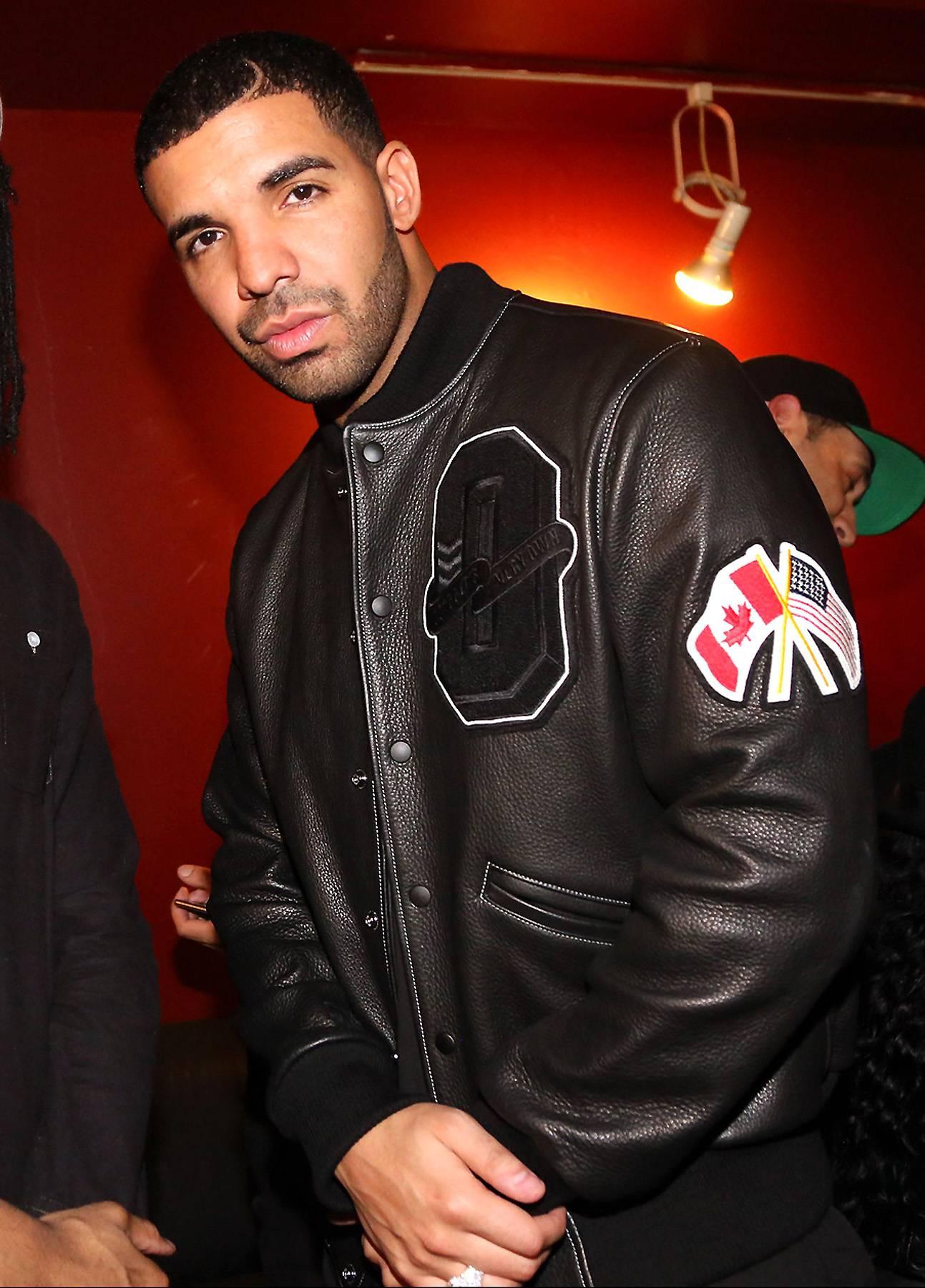 /content/dam/betcom/images/2014/10/Shows/106-and-Park-10-21-10-31/102714-shows-106-park-buzz-Drake.jpg