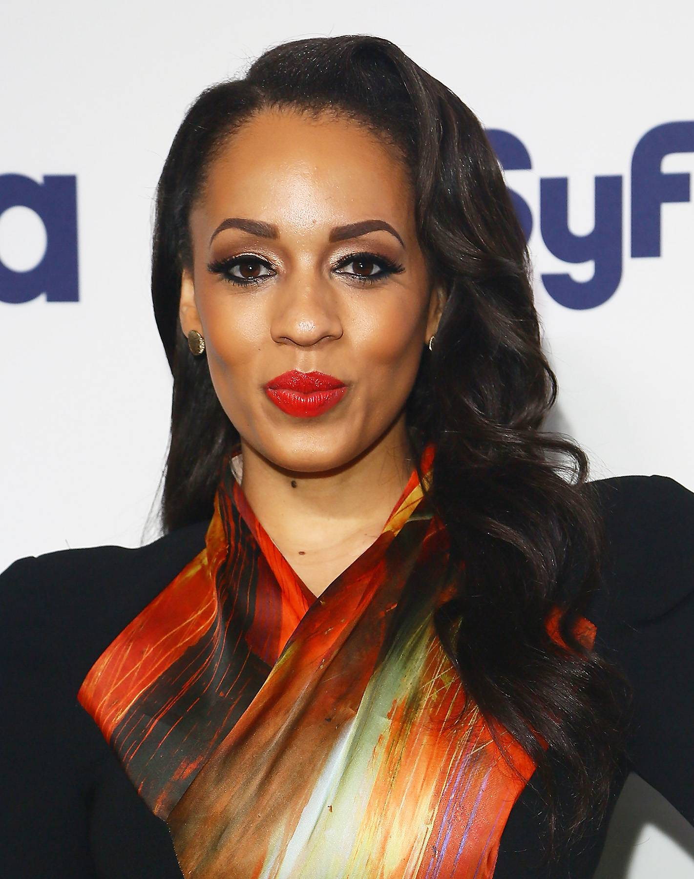 Melyssa Ford Goes Back to the Hospital - By now, you all know that Melyssa Ford was involved in a brawl with her Blood Sweat and Heels co-star Geneva Thomas on Monday. Thomas was charged with felony assault for smashing a bottle over Ford's head. Ford had to get staples in her head to close the gash and it was also reported that she cut her foot on glass.   Fast forward a couple days later, and Melyssa Ford was spotted headed back to the hospital in a wheelchair, most likely for a follow up appointment. She had a big bandage on her head and her foot was wrapped up. TMZ's paparazzi tried to get information out of Ford about what's going to happen next but she was mum. All she mentioned is that there's an on going investigation. From the looks of things, Ford looks really banged up, so Geneva might be in really hot water. See for yourself here.  (Photo: Astrid Staw...