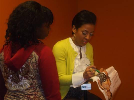 Keyshia & Fan - Keyshia taking time out to sign her signature.