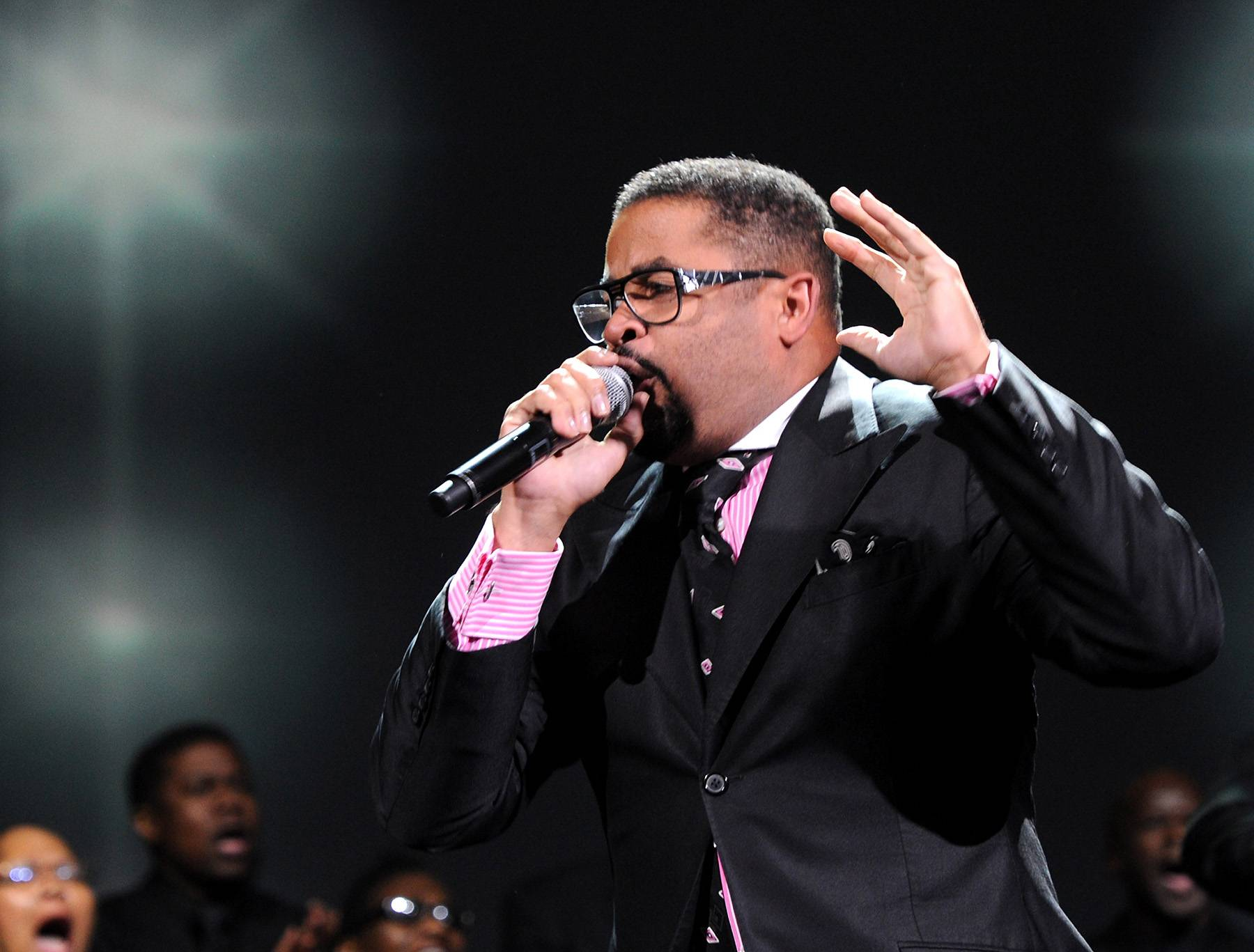 Memoirs of a Worshipper - Gospel singer Byron Cage opens up our hearts to look unto the Lord and give Him an exceptional praise. (Photo: Rick Diamond/Getty Images for Verizon)