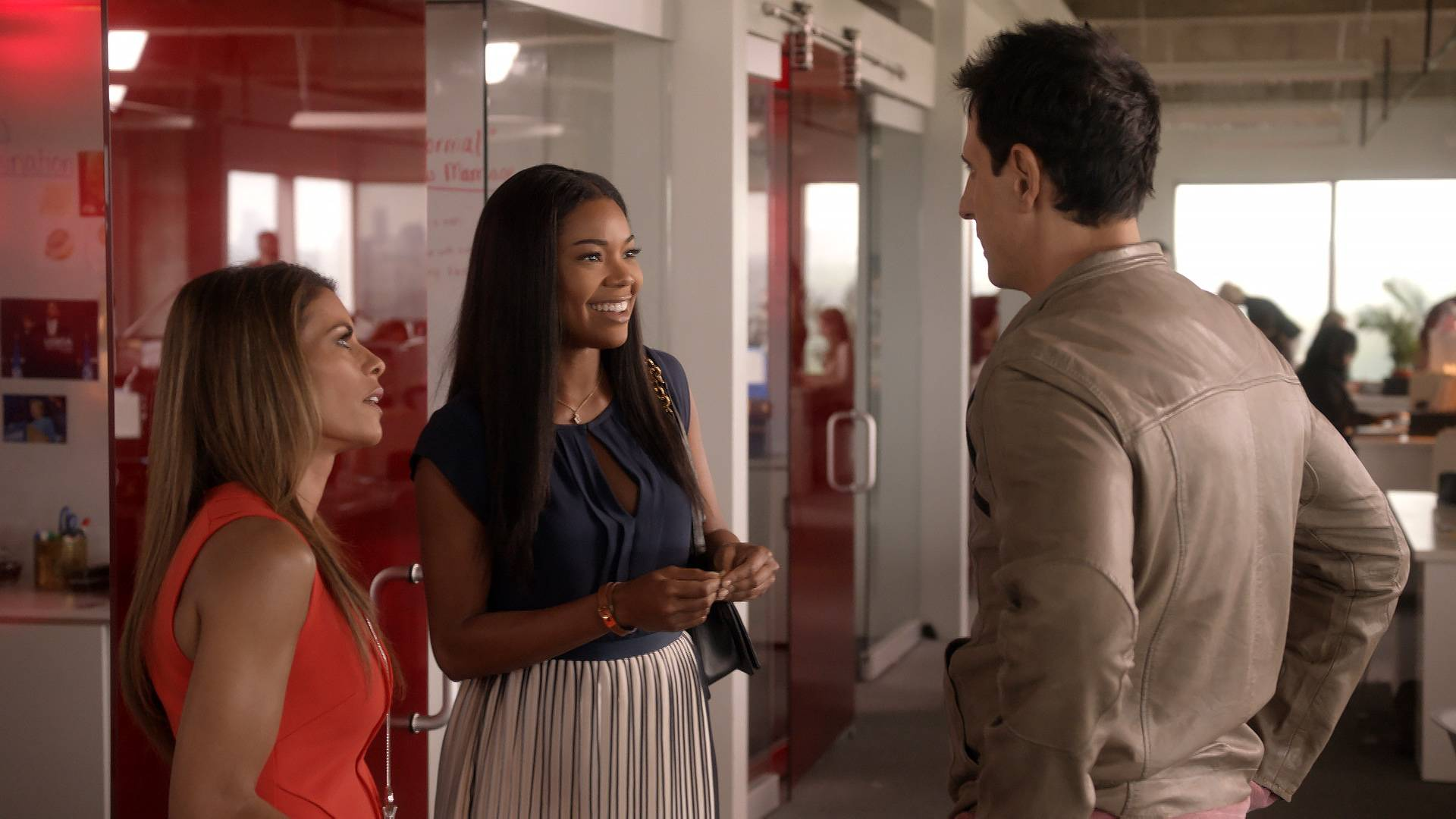 Kara's New Potential Boo  - Mary Jane takes a moment to be nosy and meet Kara's potential bae.    (Photo: BET)