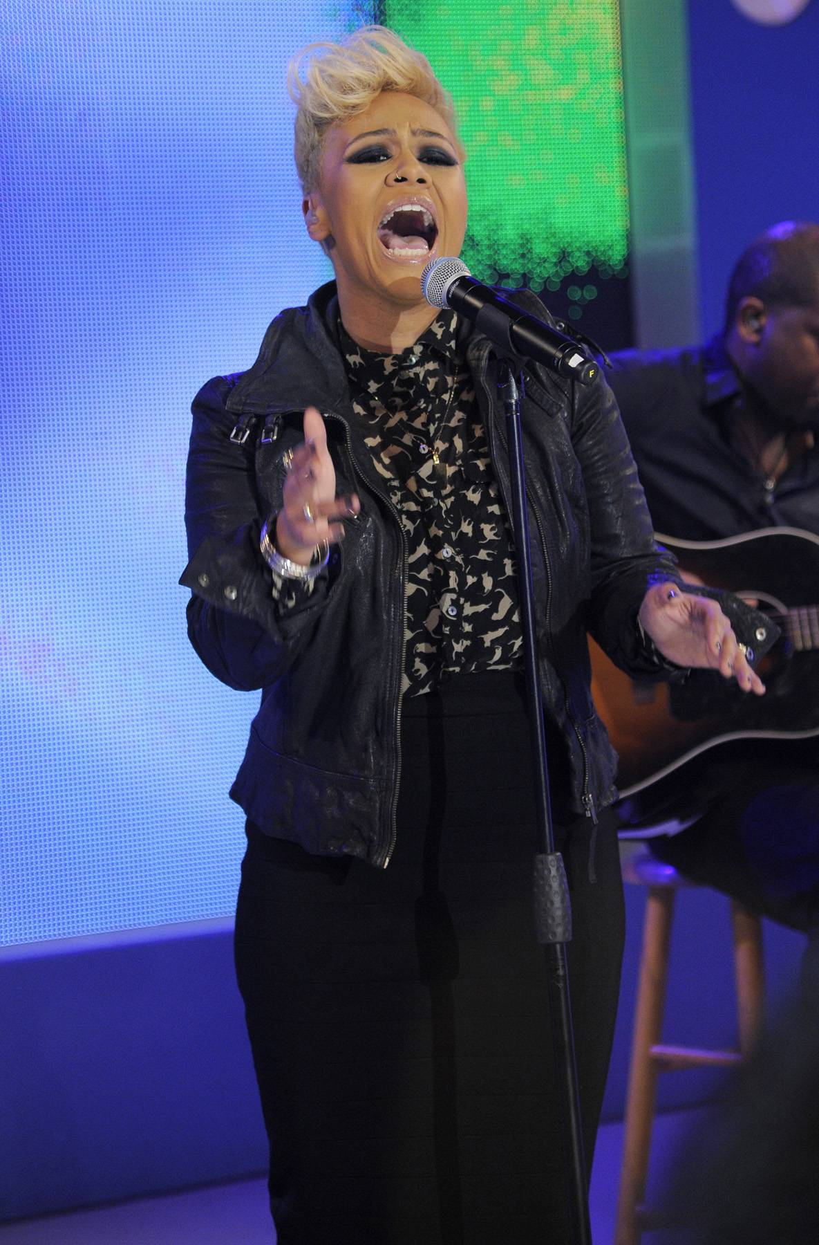 Heart and Soul  - Emeli gives her all in her 106 and Park debut on April 23.(Photo: John Ricard/BET)