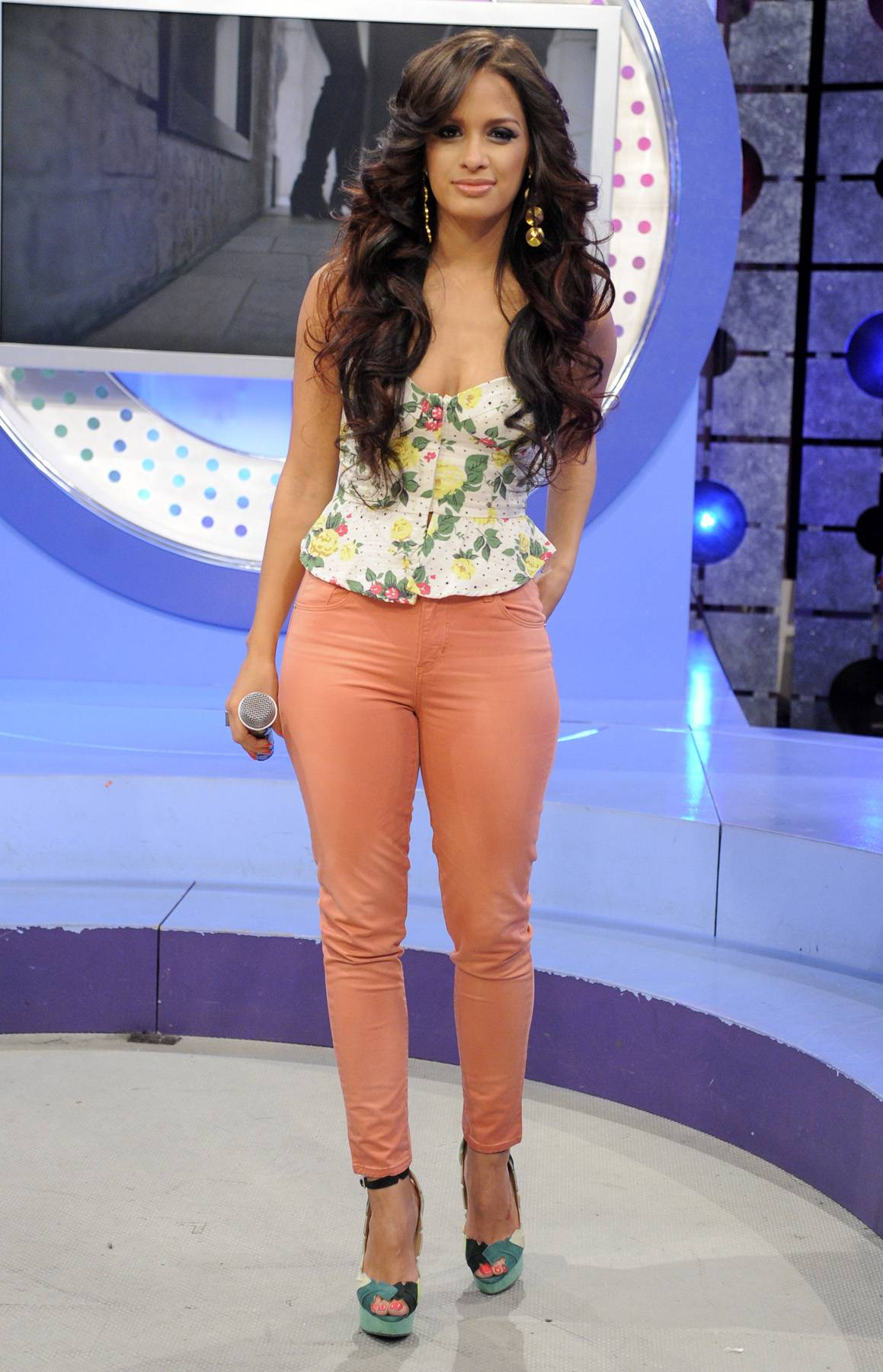 Peachy Keen - Colored denim is all the rage this spring and summer and Rocsi is ahead of the trend and is leading the pack when it comes to what's hot and what's not.(Photo: John Ricard/BET)