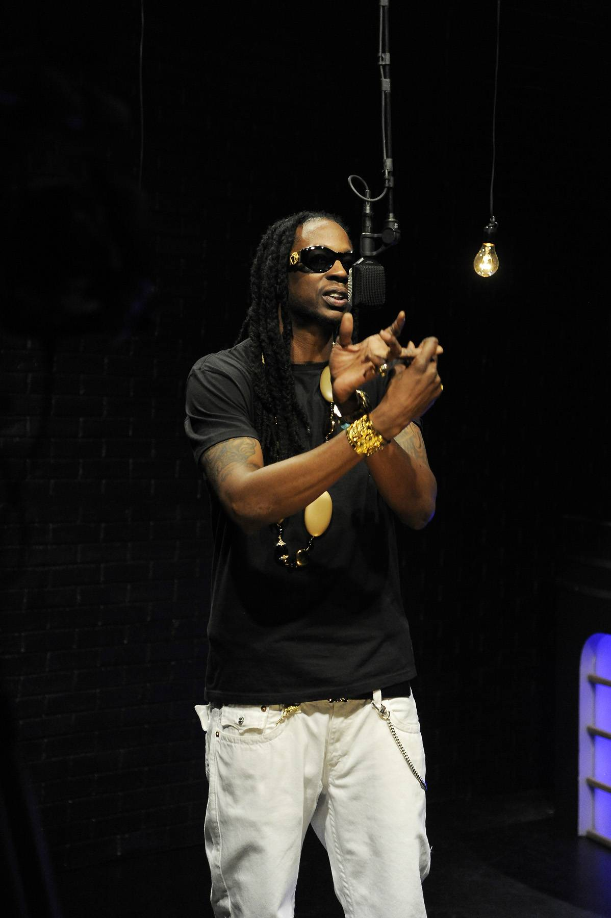 I Go Hard - 2 Chainz delivers a freestyle in the Black Room at 106 & Park, April 9, 2012. (photo: John Ricard / BET)