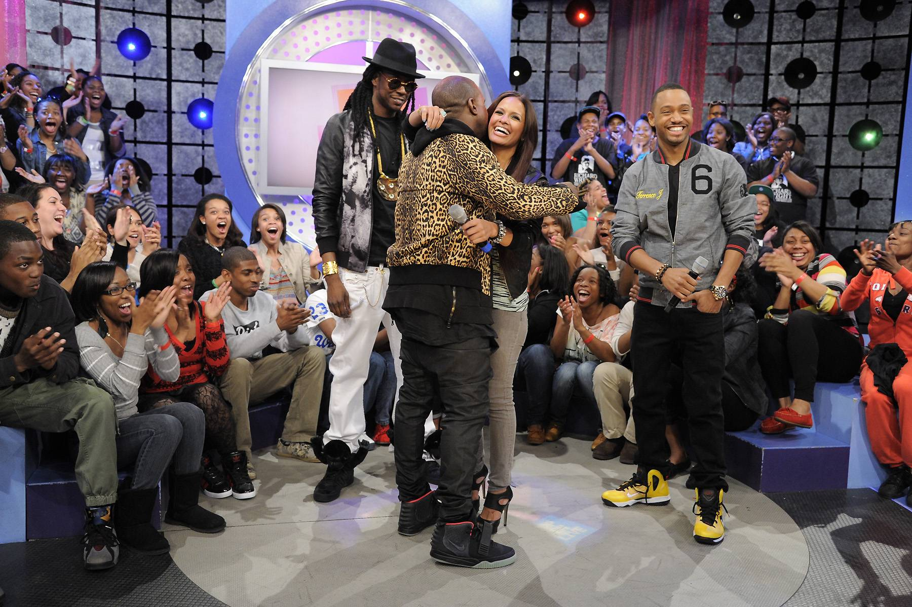 Hugs - Kanye West, 2 Chainz, Rocsi Diaz and Terrence J at 106 & Park, April 9, 2012. (photo: John Ricard / BET)