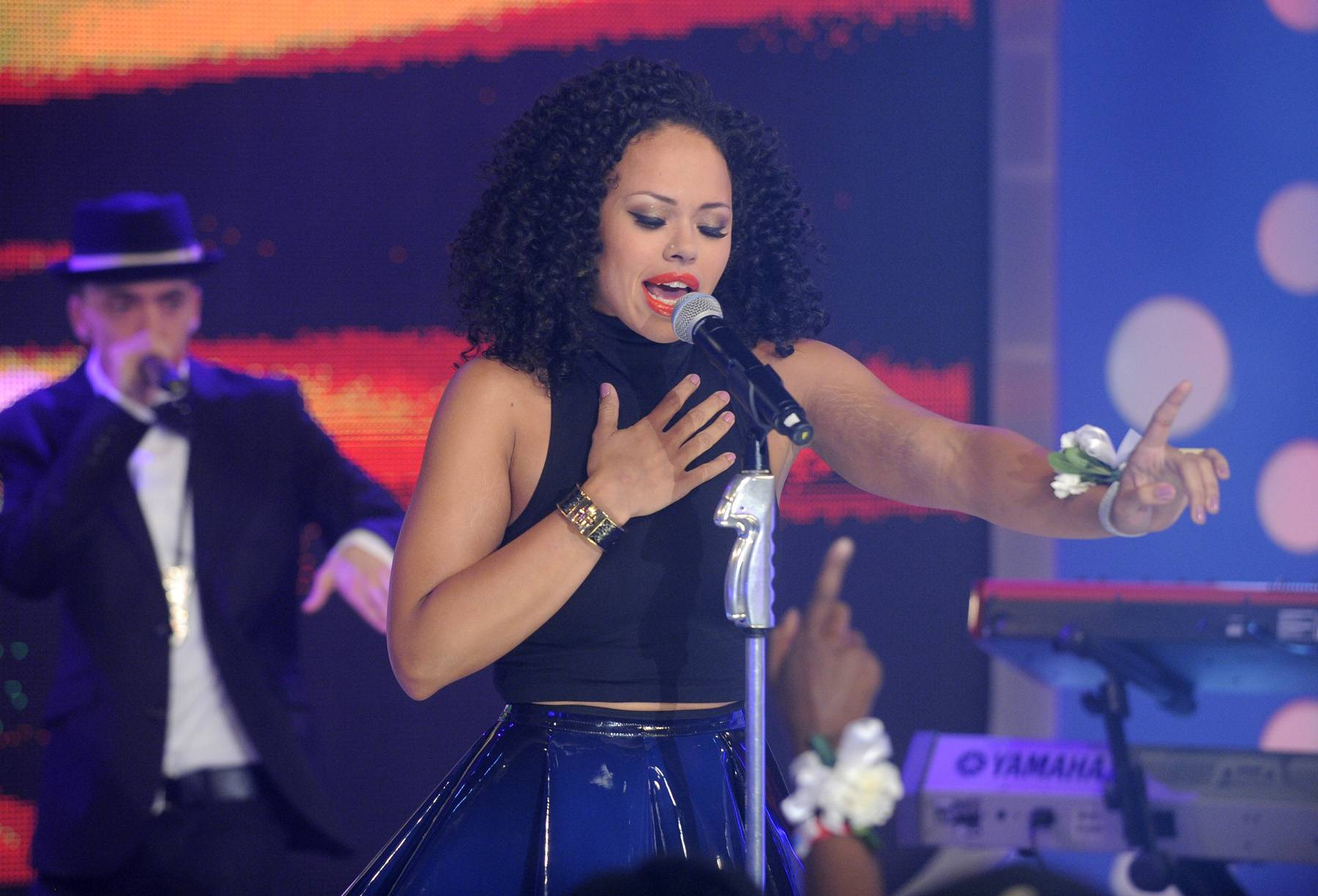 Intimate Moment on the Mic - Elle Varner performs at 106 & Park, May 25, 2012. (Photo: John Ricard / BET)