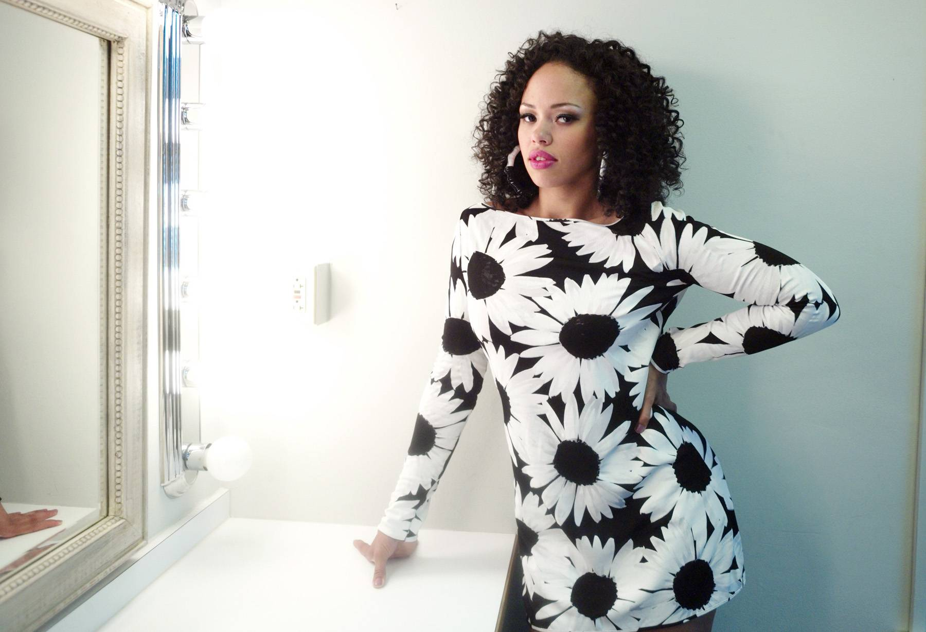 Elle Varner - Anyone who's heard Elle Varner sing knows that she's extremely talented. However, there's much more to this New York City-based songbird than what meets the ear.Don't miss Elle Varner co-hosting 106 & Park tonight alongside of Terrence J at 6P/5C!(Photo: John Ricard / BET)