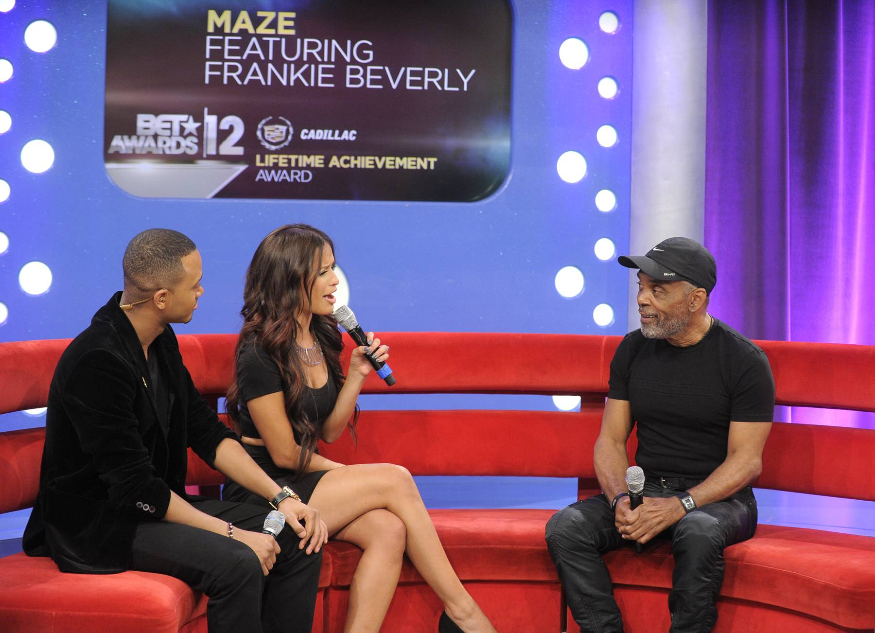 Tell Me About It - Terrence J and Rocsi Diaz with Frankie Beverly at 106 & Park, May 22, 2012.  (Photo: John Ricard / BET)