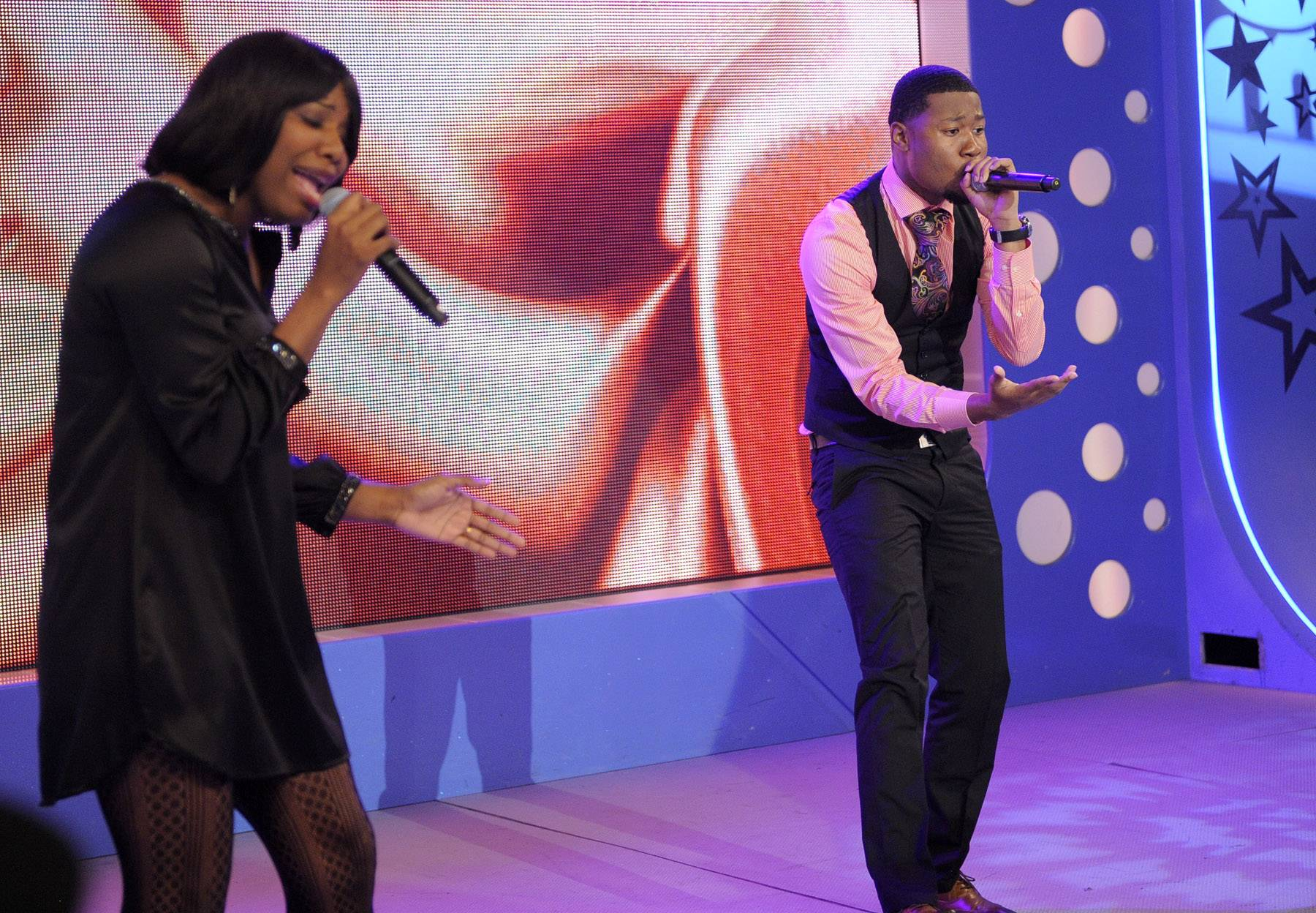 """Let them sing. - Davone Ministry & Harmony perform """"Fly"""" at 106 & Park, May 16, 2012. (Photo: John Ricard / BET)"""