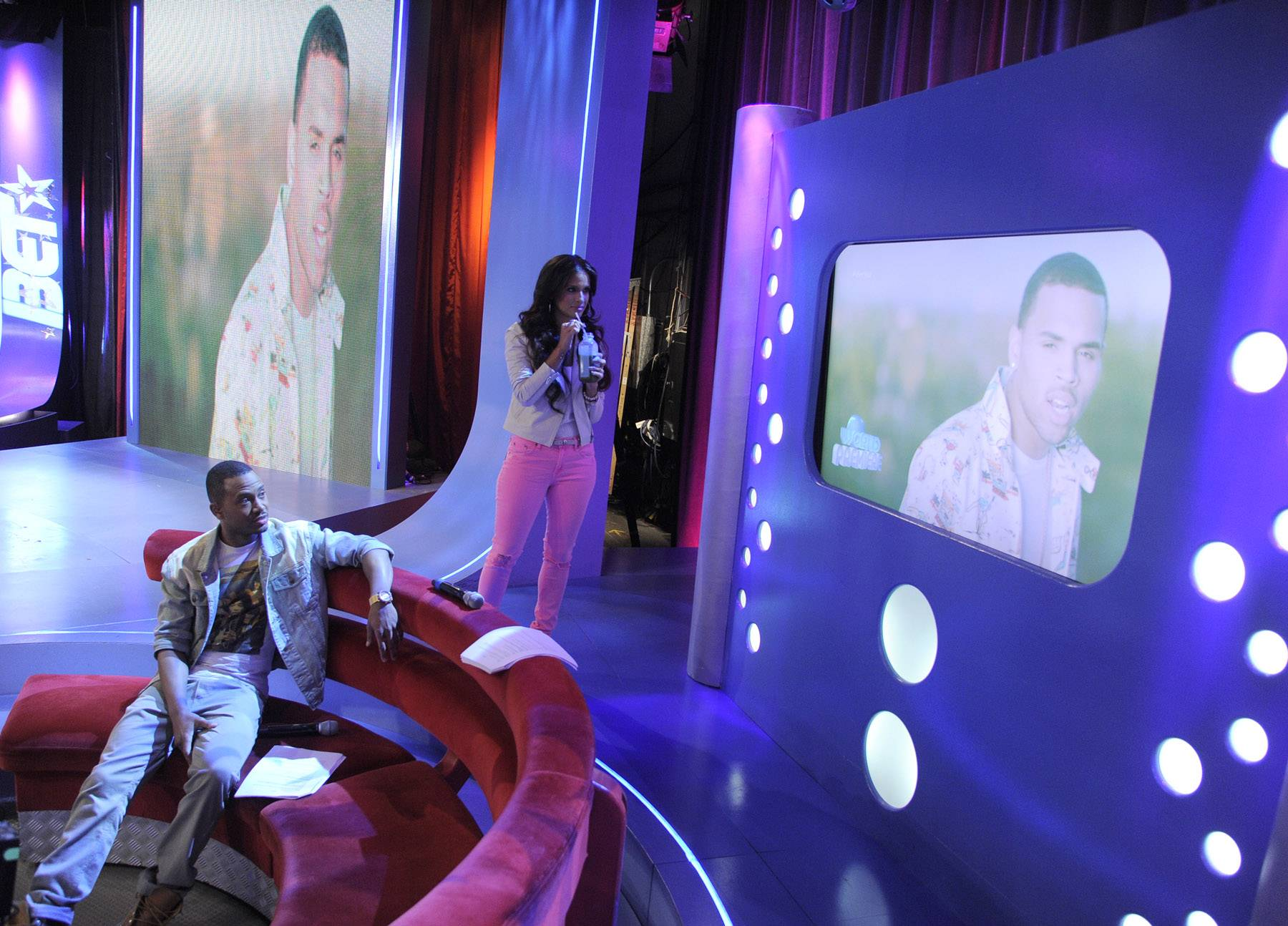 """The big screen - Terrence J and Rocsi Diaz check out the Nicki Minaj's """"Right By My Side"""" video featuring Chris Brown at 106 & Park, May 16, 2012. (Photo: John Ricard / BET)"""