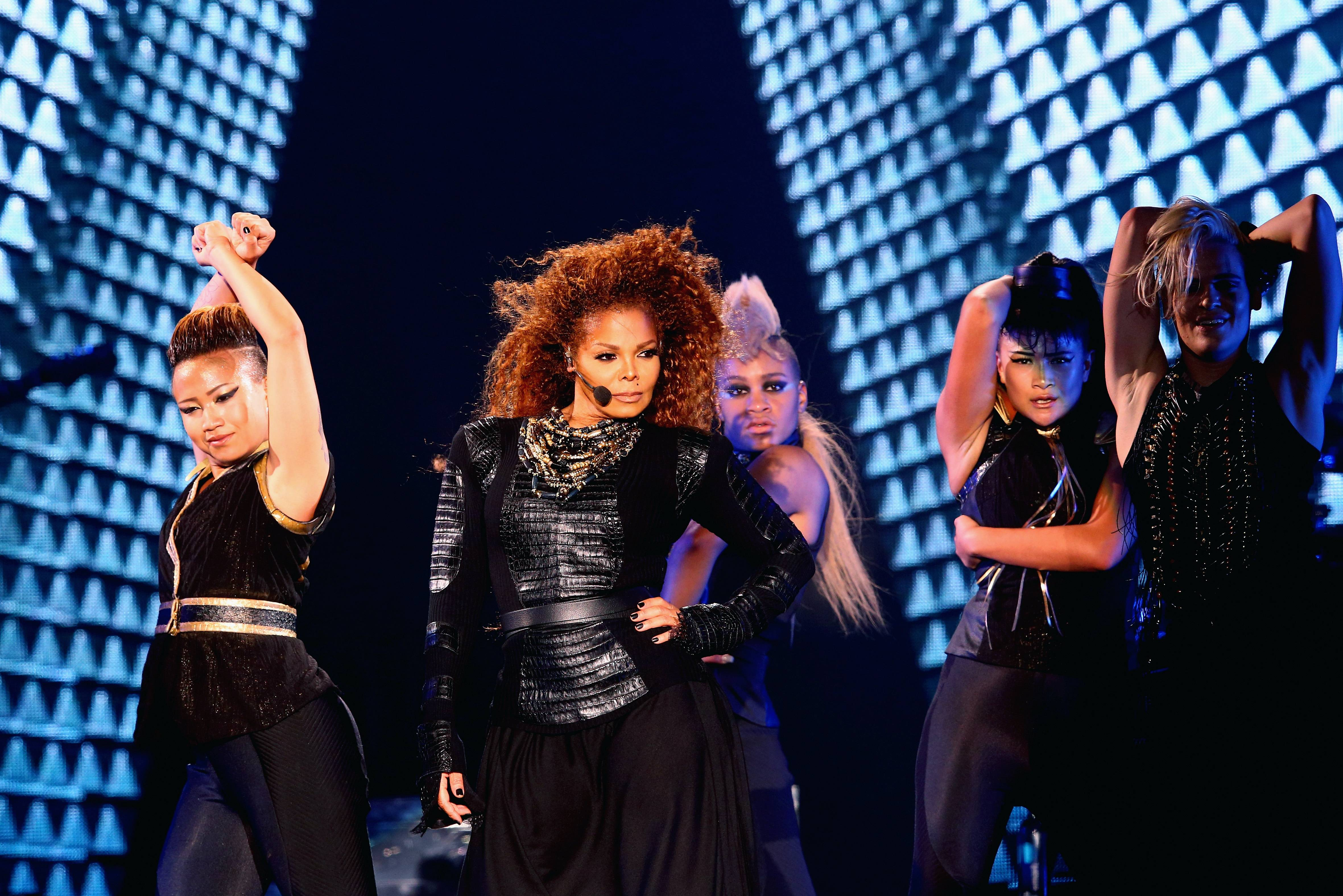 /content/dam/betcom/images/2016/05/Music-05-16-05-31/051316-music-10-times-janet-jackson-changed-the-game-6.jpg