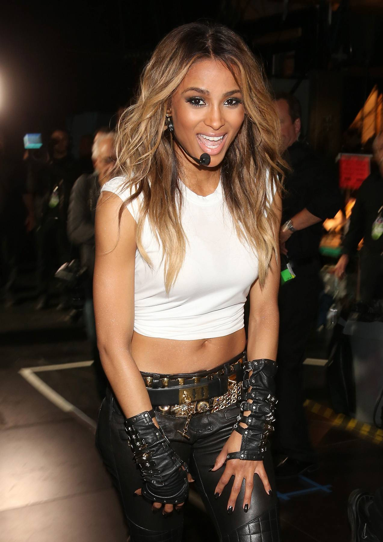 """Ciara @Ciara - Tweet: """"Puttin Dat Work In Before the Show on NYE..:)#OWA? http://instagr.am/p/T81hFHyHno/ """"Whether on stage or apparently online, Ciara makes sure she handles business.(Photo: Christopher Polk/Getty Images)"""