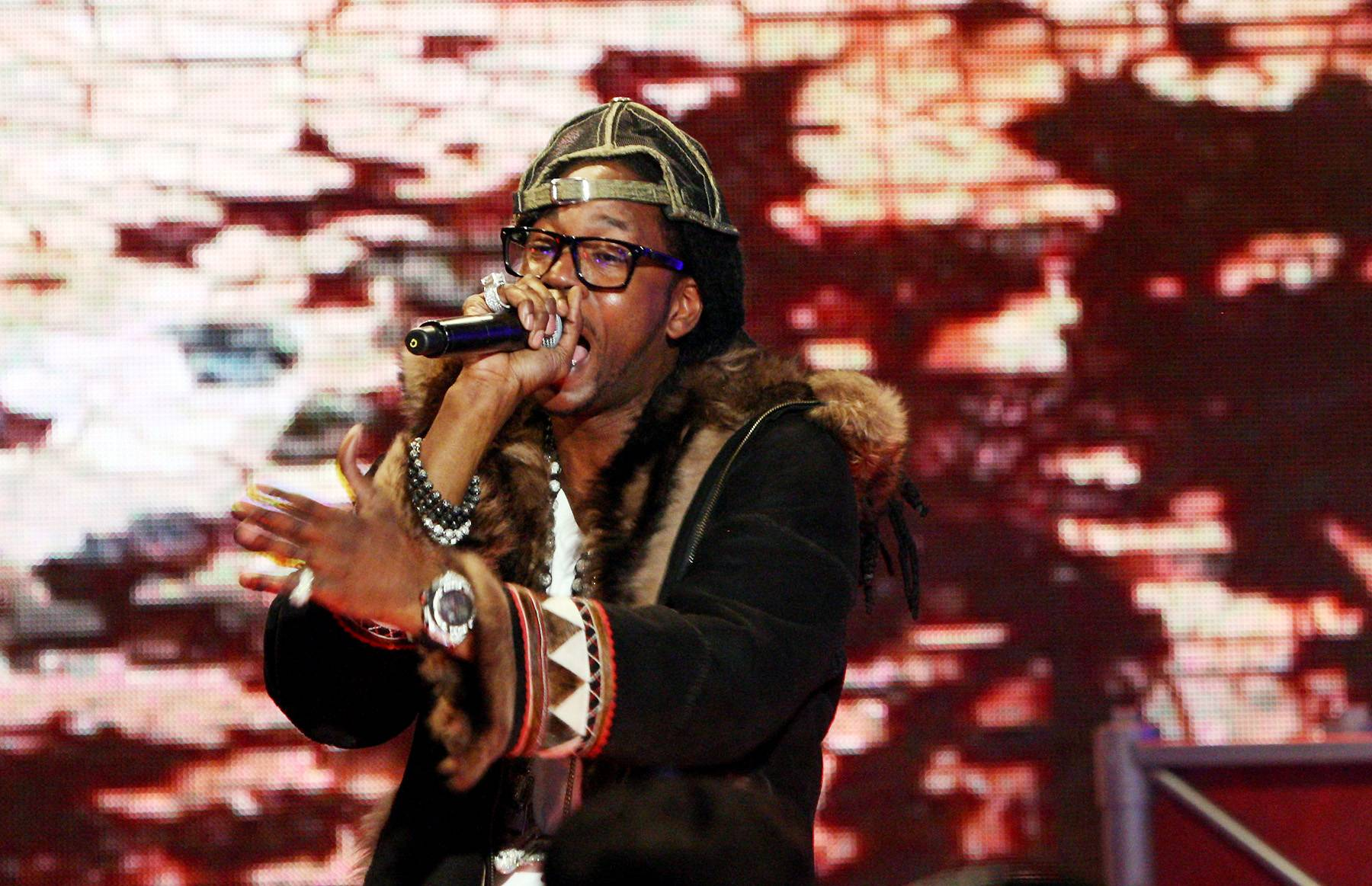 """2 Chainz - 2 Chainz, formerly Tity Boi of Playaz Circle, who had a Weezy-featuring hit in 2007 with """"Duffle Bag Boy,"""" capitalized off his metoric mixtape success by officially leaving Ludacris' Disturbing Tha Peace imprint and inking a new deal with Def Jam.(Photo: Bennett Raglin/Getty Images)"""