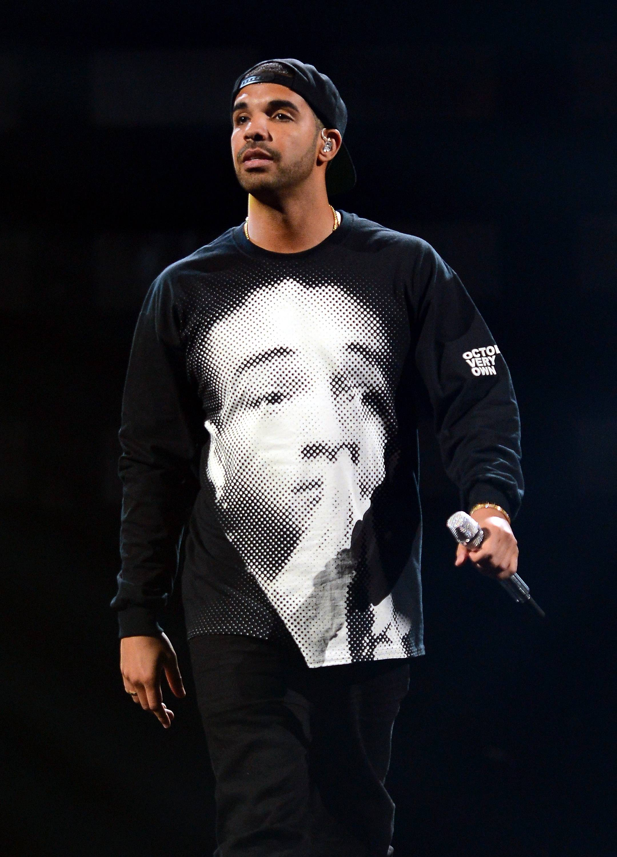"""Drake vs.Rolling Stone - Drake had his heart set on celebrating the five year anniversary of his debut mixtape, So Far So Gone, with a February cover on Rolling Stone magazine. But when his cover was replaced last-minute by one in memoriam to actor Phillip Seymour Hoffman, and """"off the record"""" quotes from Drizzy's interview were leaked, the """"Started From the Bottom"""" rapperswore off interviewsaltogether. He took to the common virtual diary better known as Twitter to vent his frustrations, notinghis """"disgust"""" with the magazine. But after negative response to his mini-meltdown, Drake took tohis OVO blogblog to apologize.(Photo: Ethan Miller/Getty Images for Clear Channel)"""