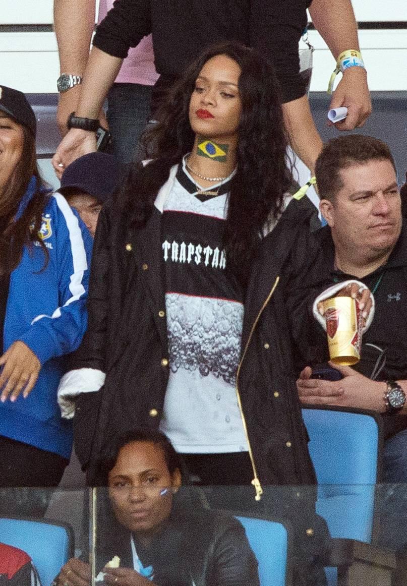 0835_122652PCN_Rihanna|x-default