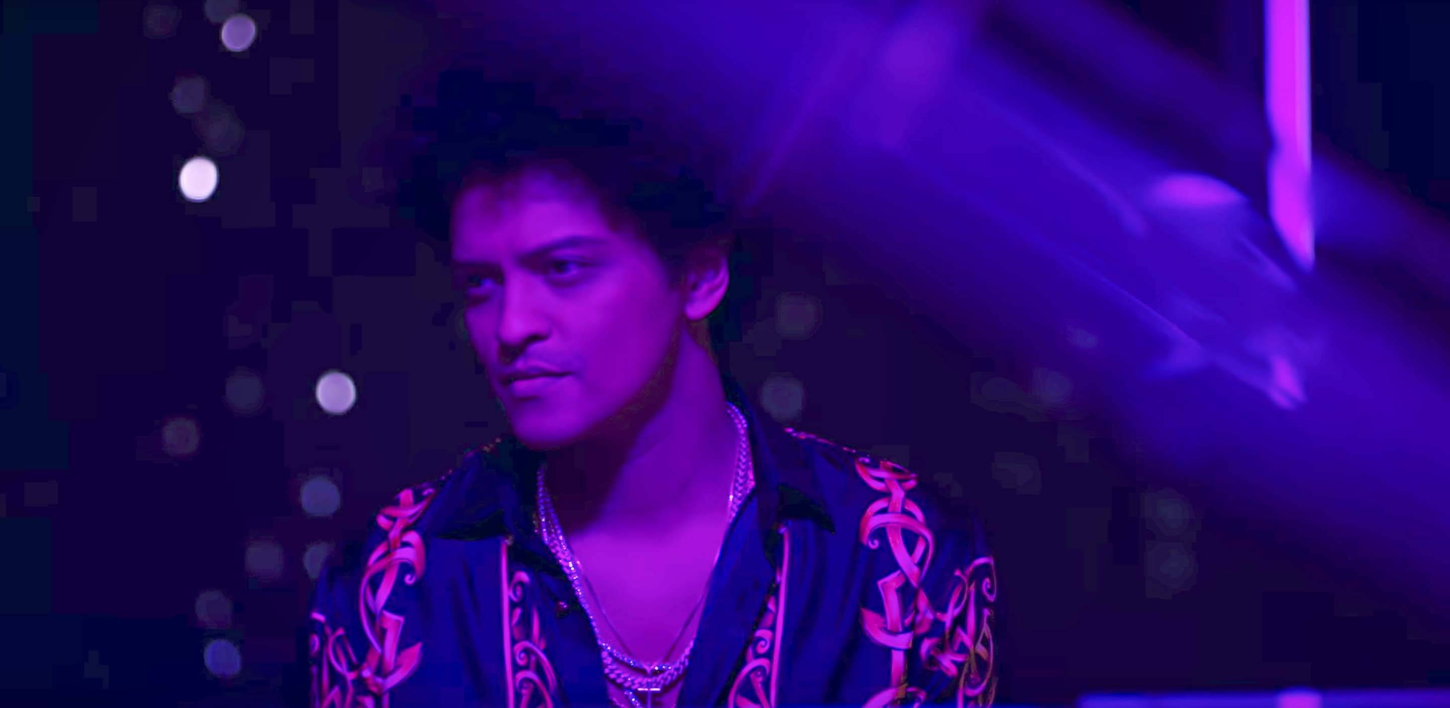 VERSACE ON THE FLOOR - WRITTEN BY: CHRISTOPHER STEVEN BROWN, JAMES EDWARD FAUNTLEROY, BRUNO MARS, PHILIP MARTIN LAWRENCE (BRUNO MARS) ? WRITTEN BY: CHRISTOPHER STEVEN BROWN, JAMES EDWARD FAUNTLEROY, BRUNO MARS, PHILIP MARTIN LAWRENCE (BRUNO MARS)(Photo: Atlantic Records via YouTube)