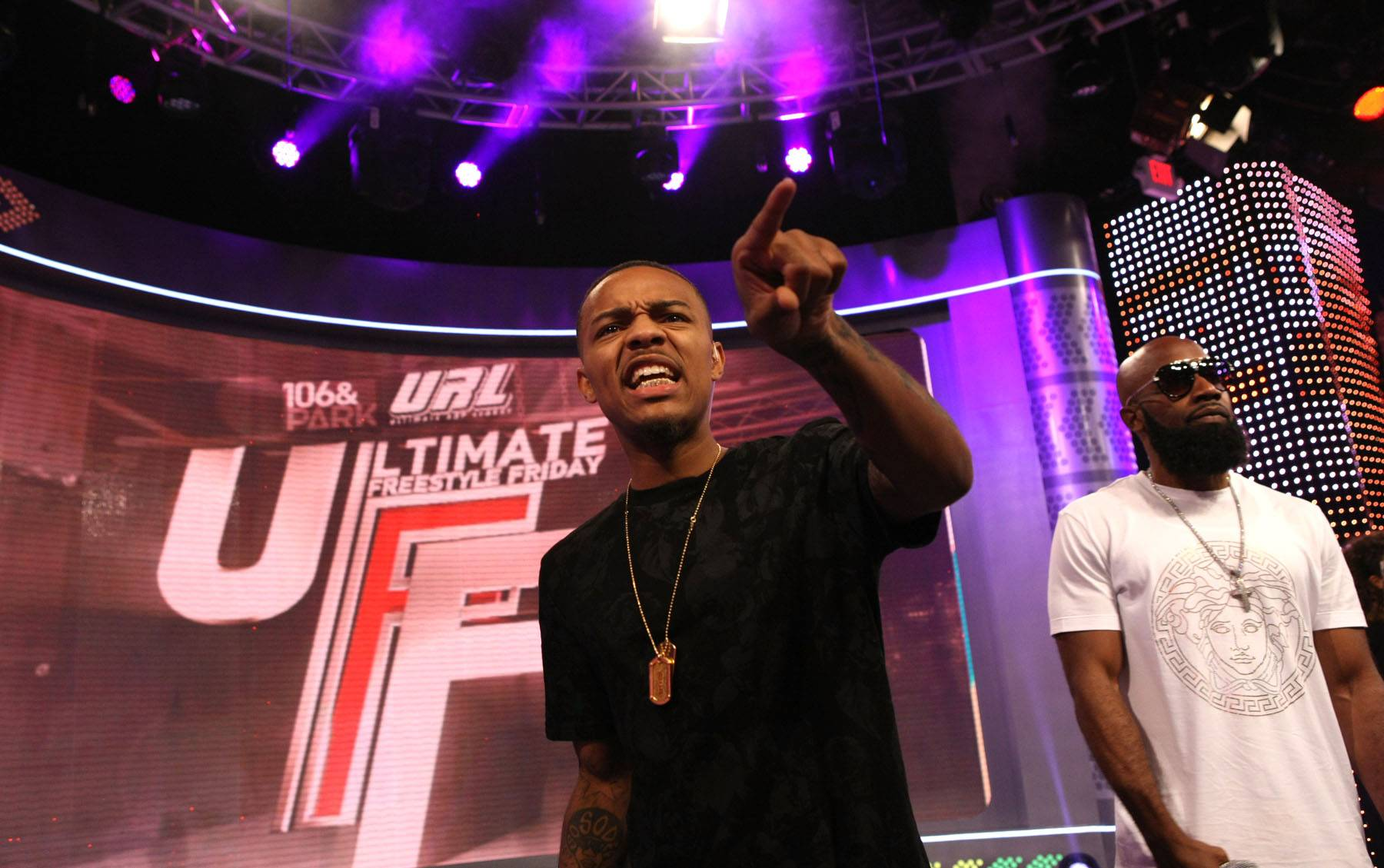 Eeeeee - What's host Bow Wow pointing at?  (Photo: Bennett Raglin/BET/Getty Images for BET)