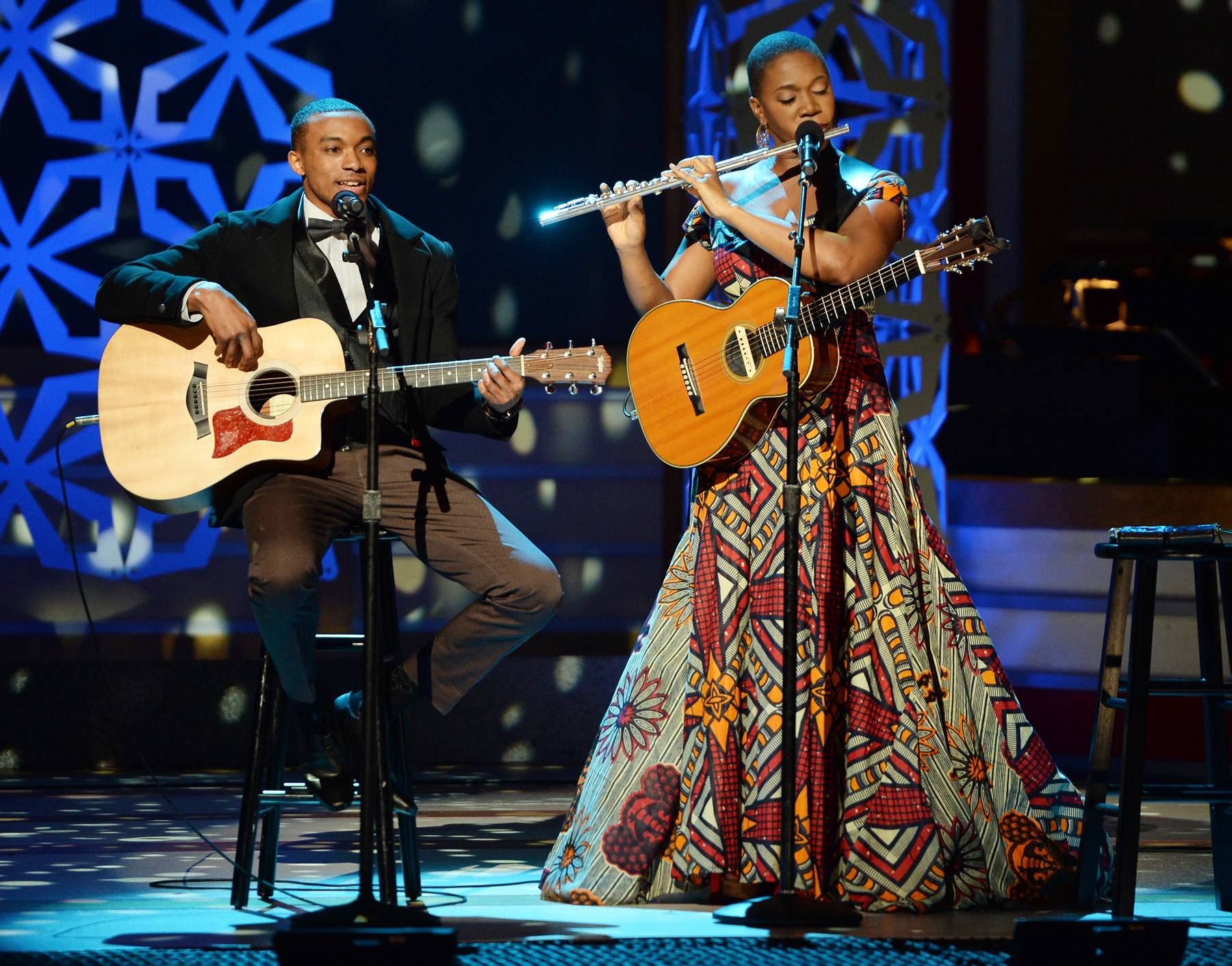 """The First """"String"""" Team - Four-time Grammy Award-winning artist India.Arie soars on stage with fellow guitarist and vocalist, Jonathan McReynolds.(Photo: Jason Kempin/Getty Images for BET)"""