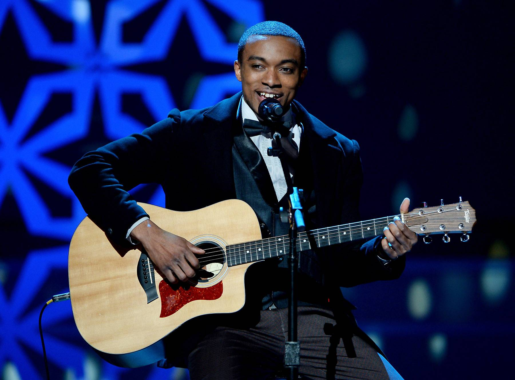 The Breakout Star - A beaming Jonathan McReynolds performs alongside collaborator India.Arie.(Photo: Jason Kempin/Getty Images for BET)