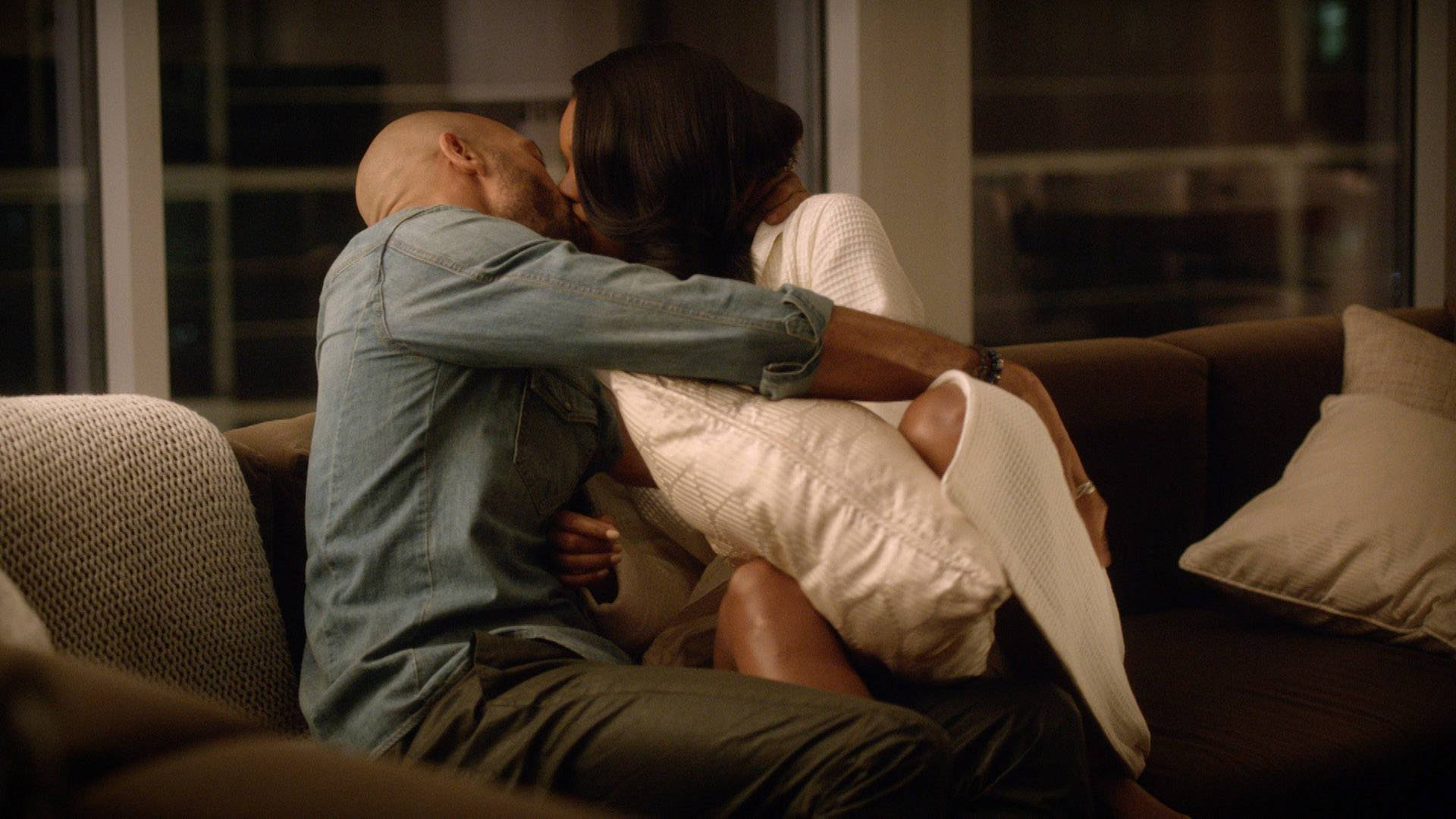 Mary Jane and David K-I-S-S-I-N-G - They didn't go all the way, but it's obvious that they still love each other. But what's David going to do about Ana? Messy boots!   (Photo: BET)