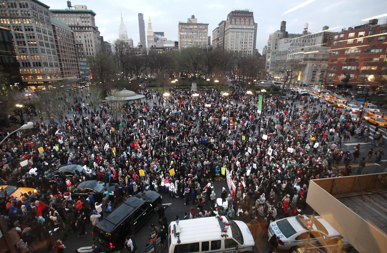 /content/dam/betcom/images/2012/03/National-03-16-03-31/032212-national-trayvon-martin-million-hoodies-march-10.jpg