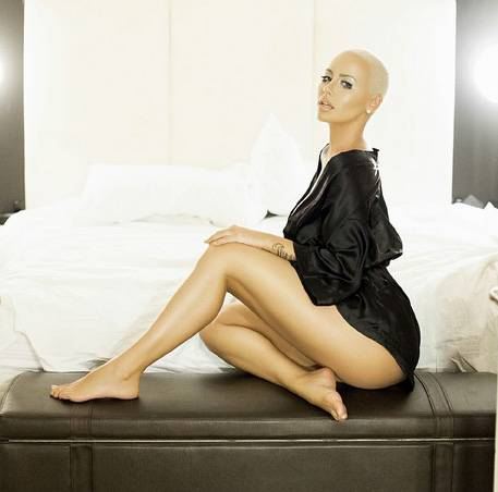 """Amber Rose Naked Again - Amber Rose said, """"Eff a fappening!"""" OK, she didn't really say that but she released a couple of new photos of herself on Instagram and she's wearing a black silk robe in one (above) and she's butt nakedin the other one. Thirst trap activated.  (Photo: Amber Rose via Instagram)"""
