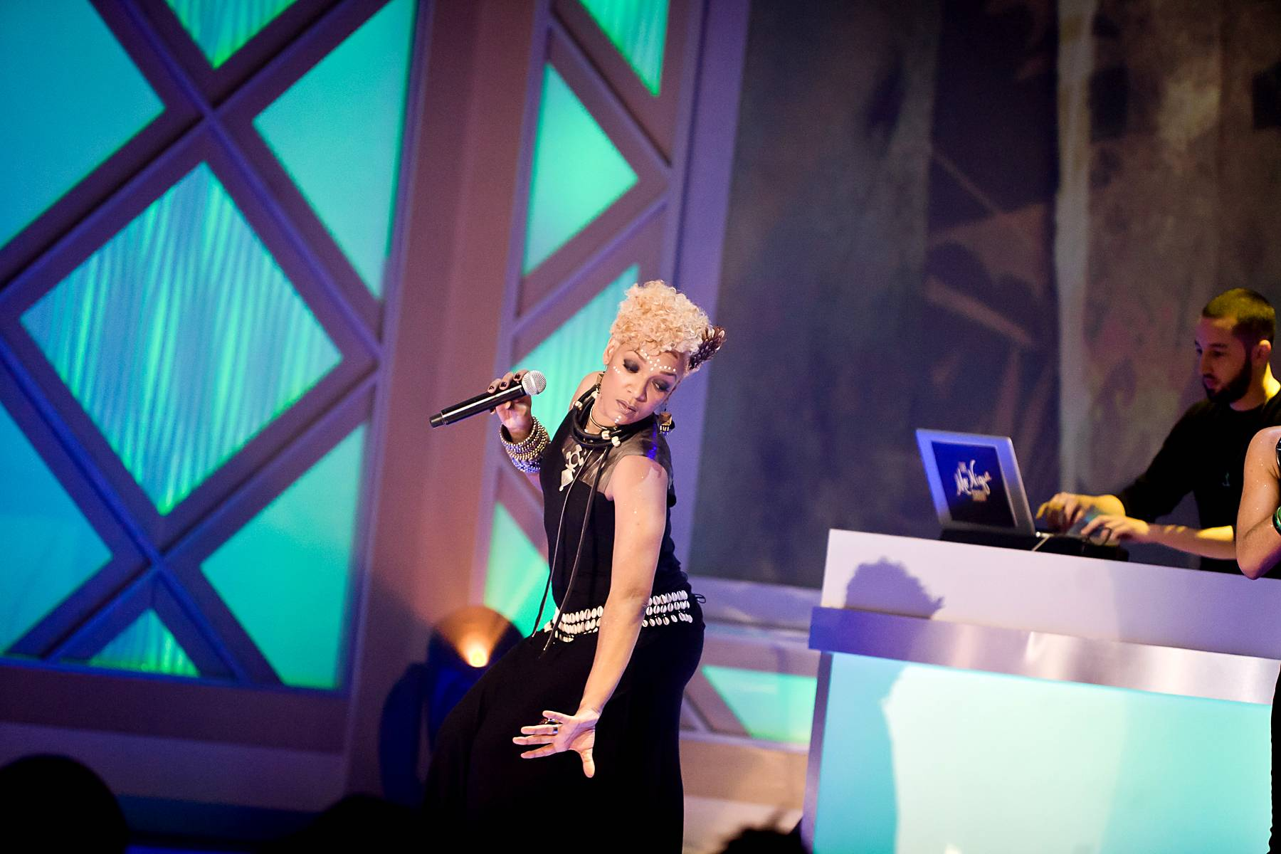 Waiting for the DJ - H?l?ne breaks it down while DJ J. Period holds down the wheels of steel.(Photo: Darnell Williams/BET)