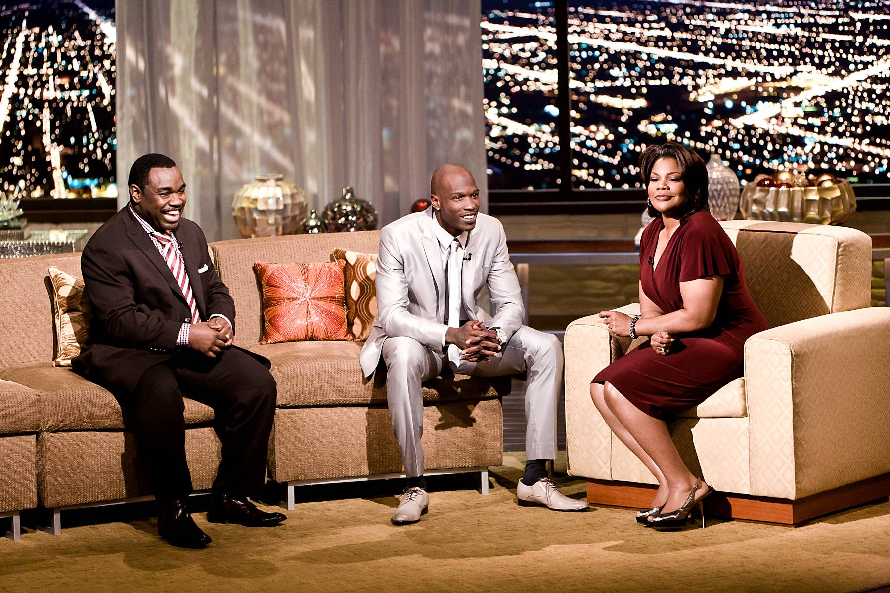 """Giving Back 85 Style\r - On occasion Ochocinco will invite fans to meet him for dinner using Twitter. """"I started doing this two to three years [ago]just giving back,"""" said the generous wide receiver. Moments later Ochocinco whipped out a pair of limited edition Christian Louboutin's as a gift to Mo'Nique.\r\r\r(Photo: Darnell Williams/BET)"""
