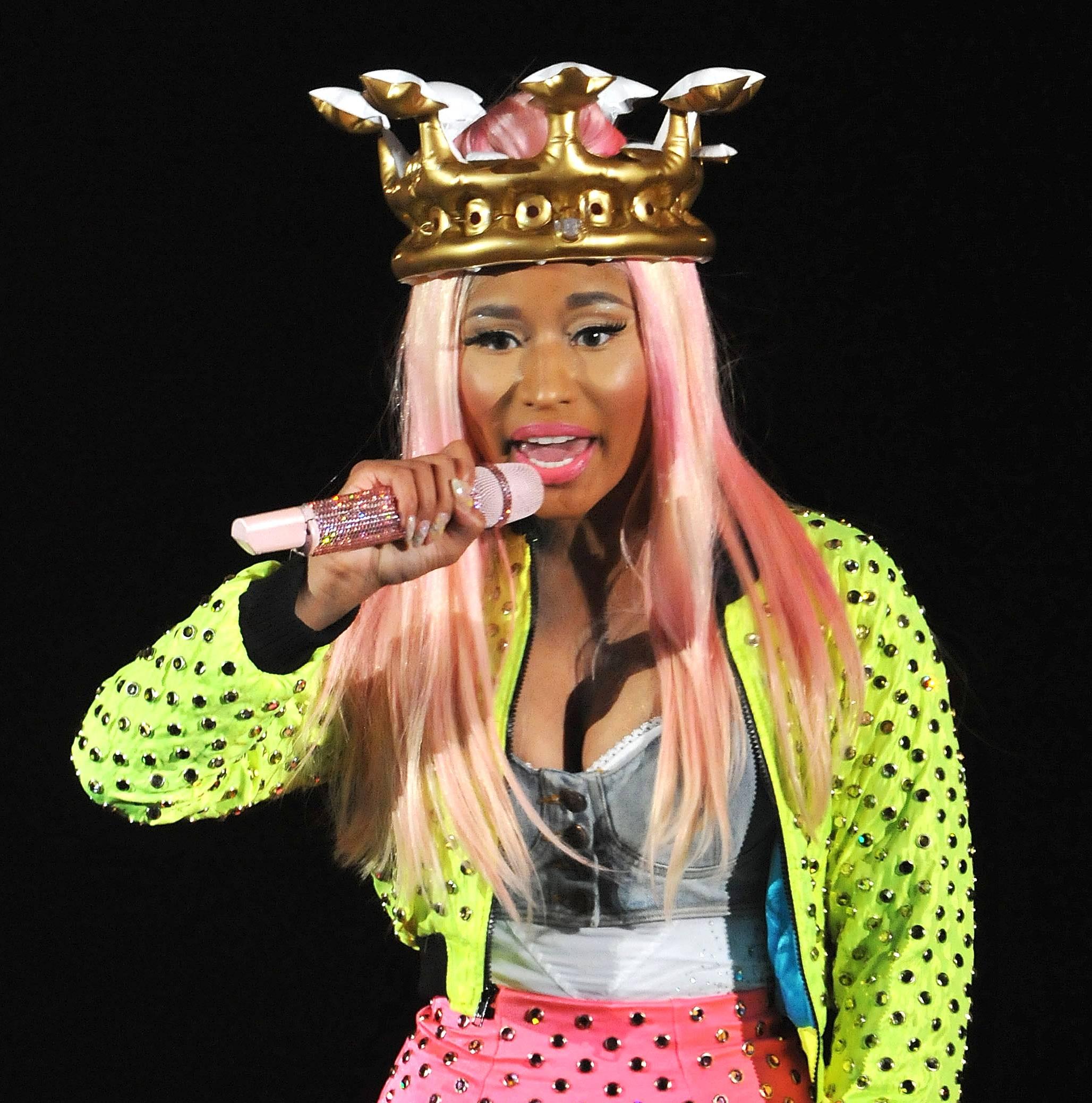"Nicki Minaj @NICKIMINAJ - Tweet: ""I heard we made billboard history today with Starships!!!! :)""The rap pop star celebrates twenty-one consecutive weeks on the Billboard Top 10.(Photo: Jim Dyson/Redferns via Getty Images)"