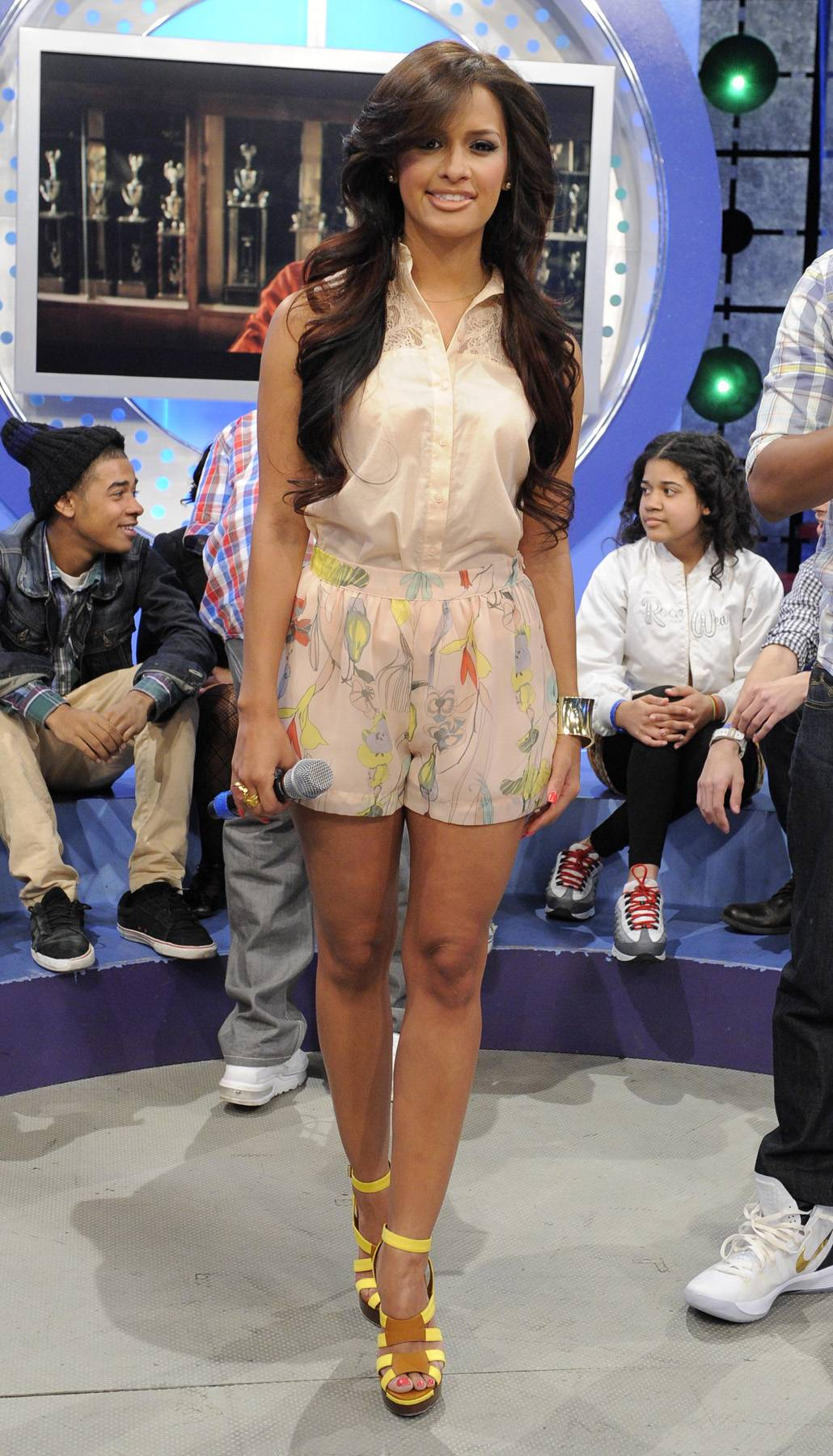 Springtime Fine - All of the pastels in this outfit show that Rocsi is more than ready for spring and her bright yellow shoes get two thumbs up!(Photo: John Ricard/BET)