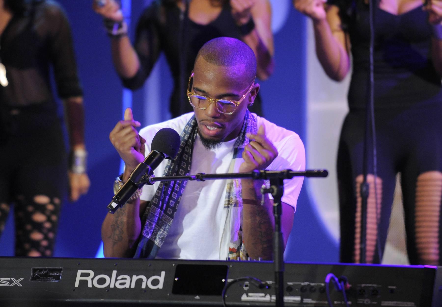 Snapping His Fingers - B.o.B performs at 106 & Park, May 1, 2012. (Photo: John Ricard / BET)