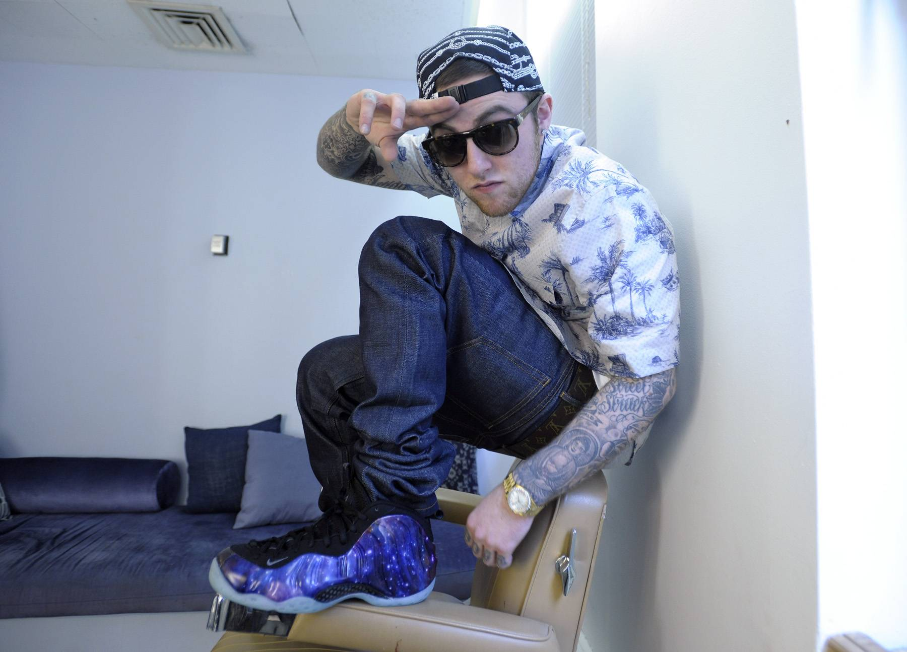 Peace Out - Mac Miller in the green room at 106 & Park, April 26, 2012. (Photo: John Ricard / BET)