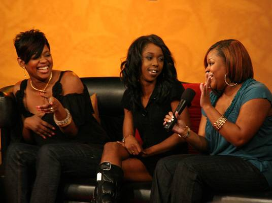 Keyshia Cole Reunion - A fan from the audience joins Neffe and Amina on-stage.