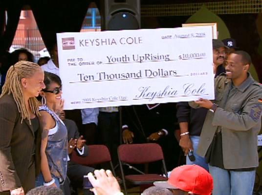 Keyshia Cole Episode - 6 - Keyshia donates some funds to the kids of Oakland.