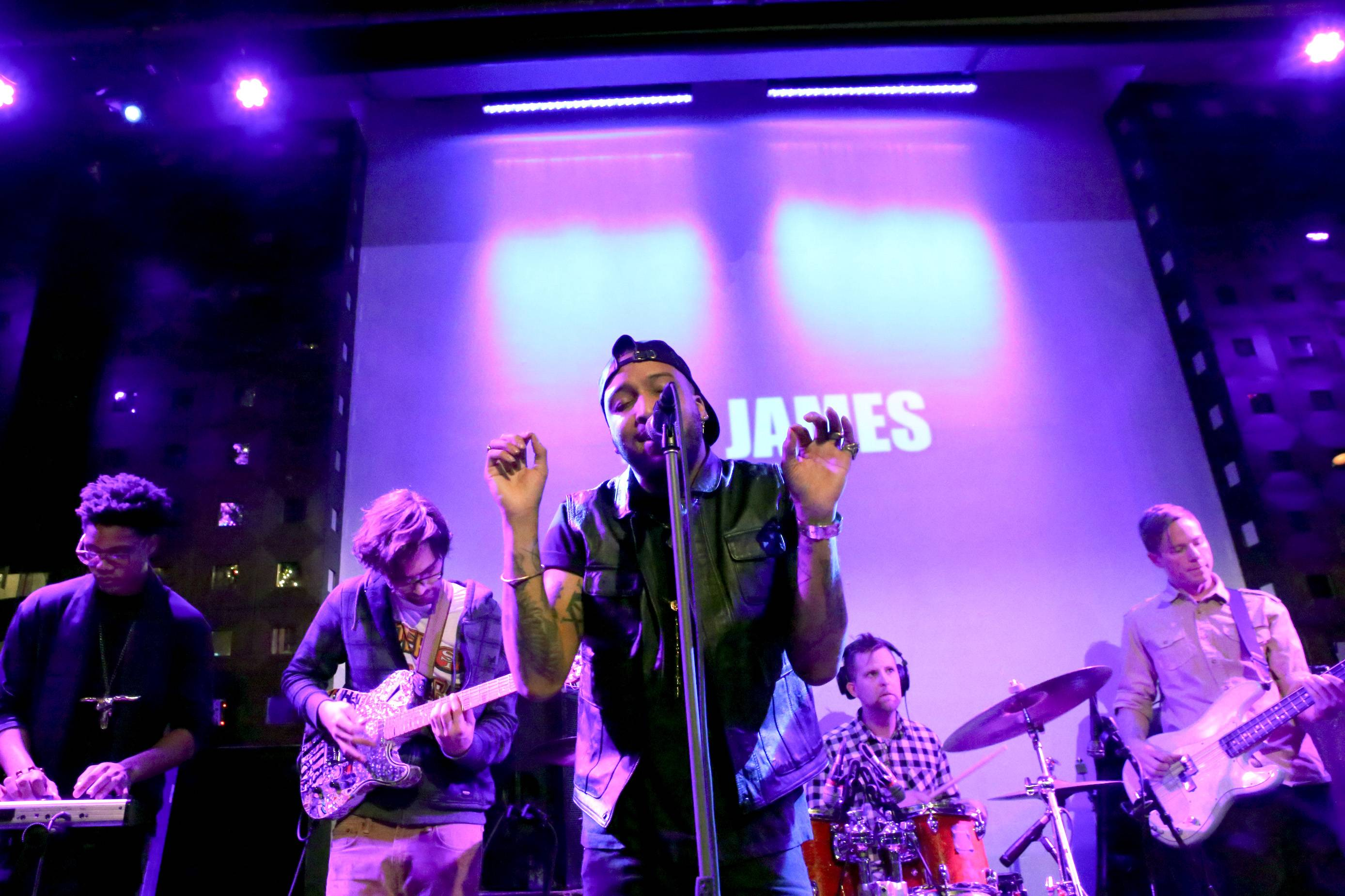 Clap Ya Hands - Singer Ro James gets the crowd going during his high energy set.(Photo: Bennett Raglin/BET/Getty Images for BET)