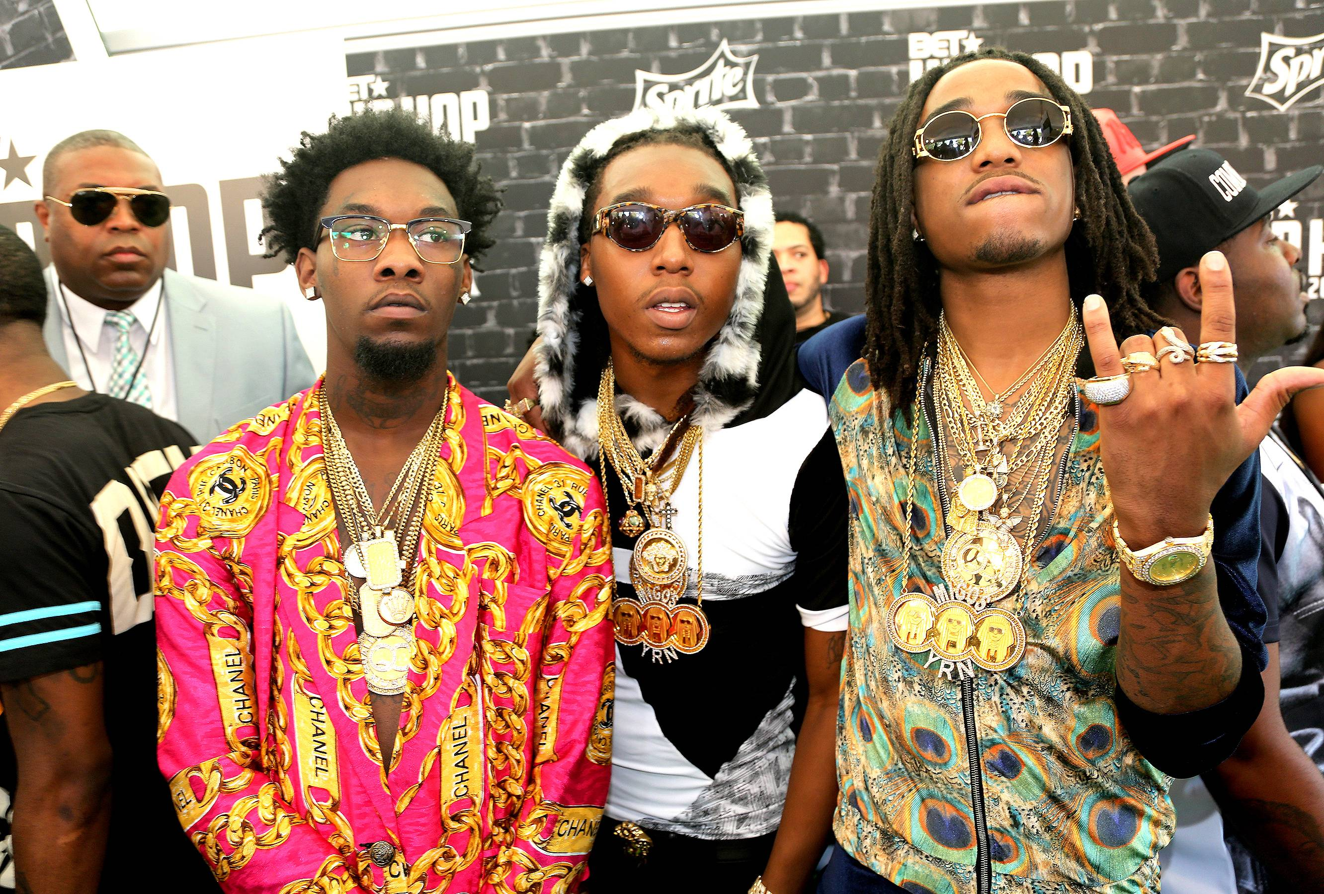 """Migos vs. 300 Entertainment - Migos hit up Twitterand announced that they had parted ways with Lyor Cohen's 300 Entertainment which is distributed through Atlantic Records. The Atlanta trio's debut album Yung Rich Nation debuted in July and it looks like they have already moved on after dropping their new mixtape, Back to the Bando,yesterday.They tweeted, """"B2TB @LiveMixtapes out now. No business with 300ent! YRN QC independent. Big announcement coming soon."""" While Offset, Quavo and Takeoff get back on their independent hustle that brought them their initial success, check out more artists who battled it out with their labels. ? Michael Harris (@IceBlueVA)(Photo: Johnny Nunez/BET/Getty Images for BET)"""