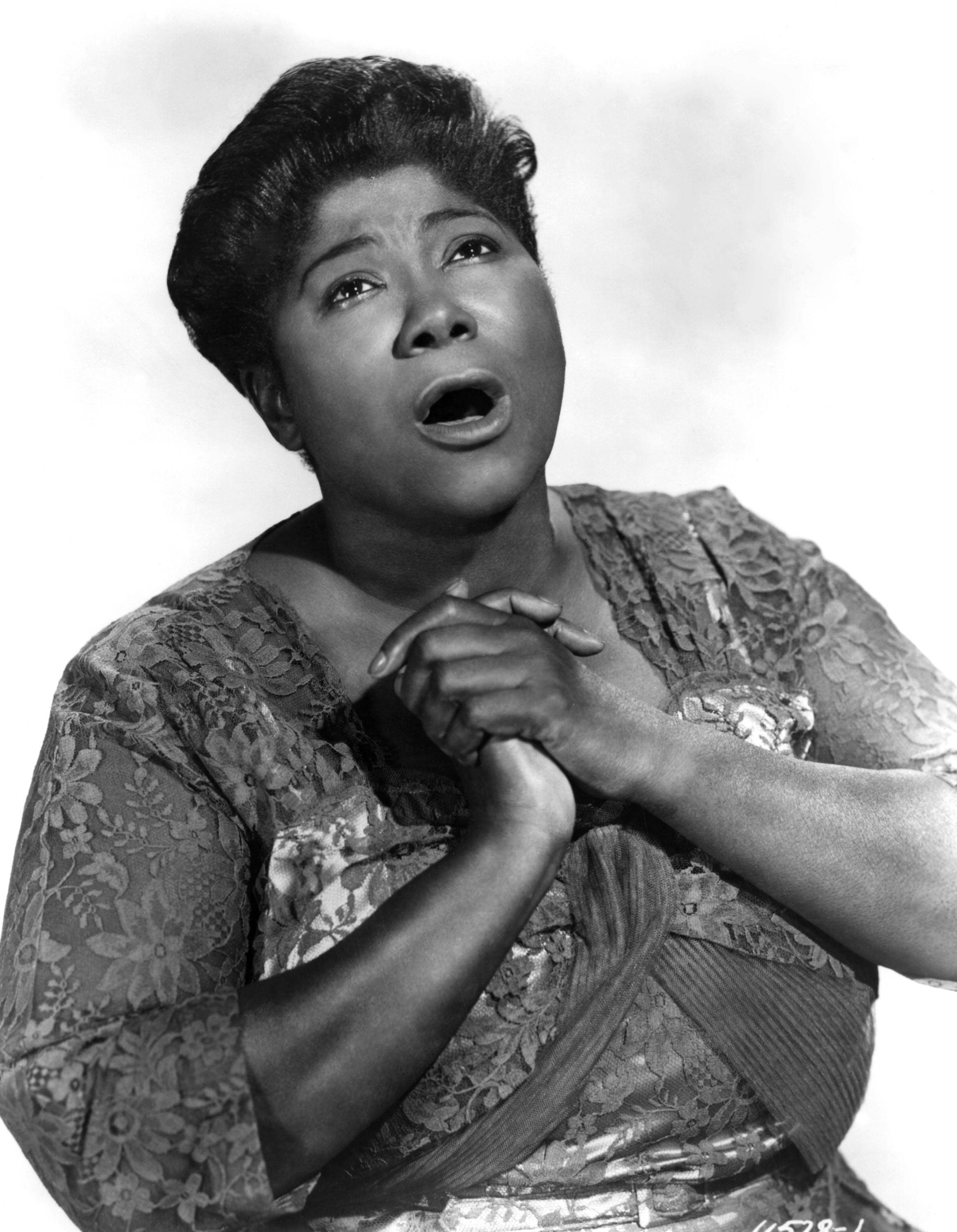"""At King's funeral, his good friend Mahalia Jackson sang ________ . - A) """"Take my Hand, Precious Lord""""B) """"Leaning on His Everlasting Arms""""C) """"Amazing Grace""""(Photo: Michael Ochs Archives/Getty Images)"""