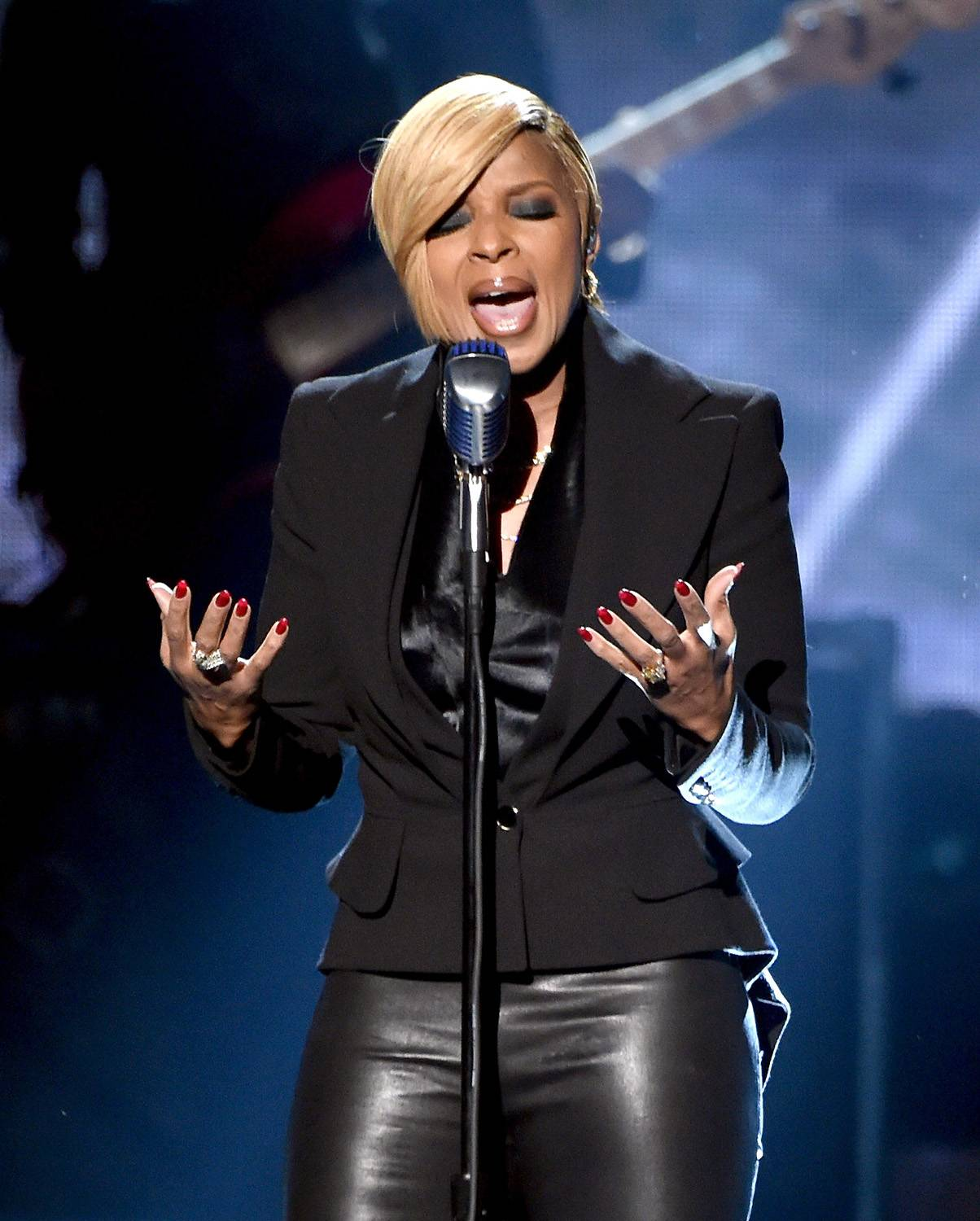 """Emotional Mary - The queen of R&B/soul, Mary J. Blige performed her new single, """"Therapy,"""" and brought the crowd to their feet looking and sounding better than ever.  (Photo: Kevin Winter/Getty Images)"""