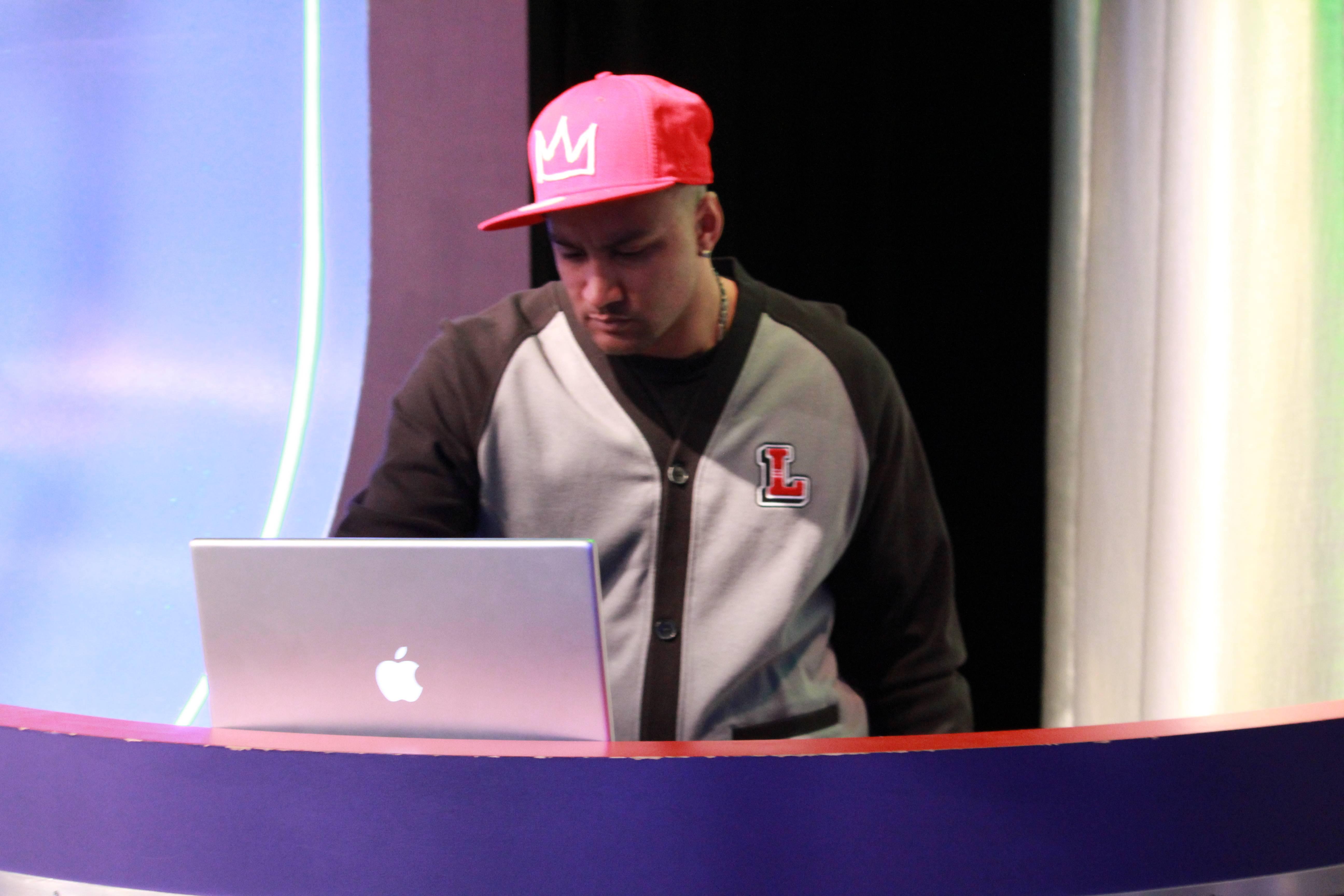 Break It Down - DJ Lyve on set at 106 & Park. (photo by: Slim)