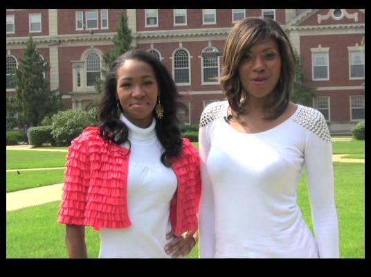 Travelistas:Washington, DC - The two fashionistas take a moment to enjoy the beautiful campus.
