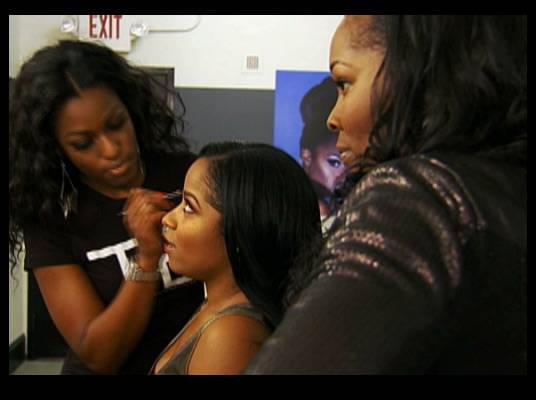 Expert Advice - Toya takes the time at her own photo shoot to get professional opinions on styling others.