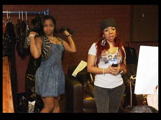 Retail Therapy - Toya and Tiny go shopping for outfits for the big concert. Tiny asks Toya to host the event.